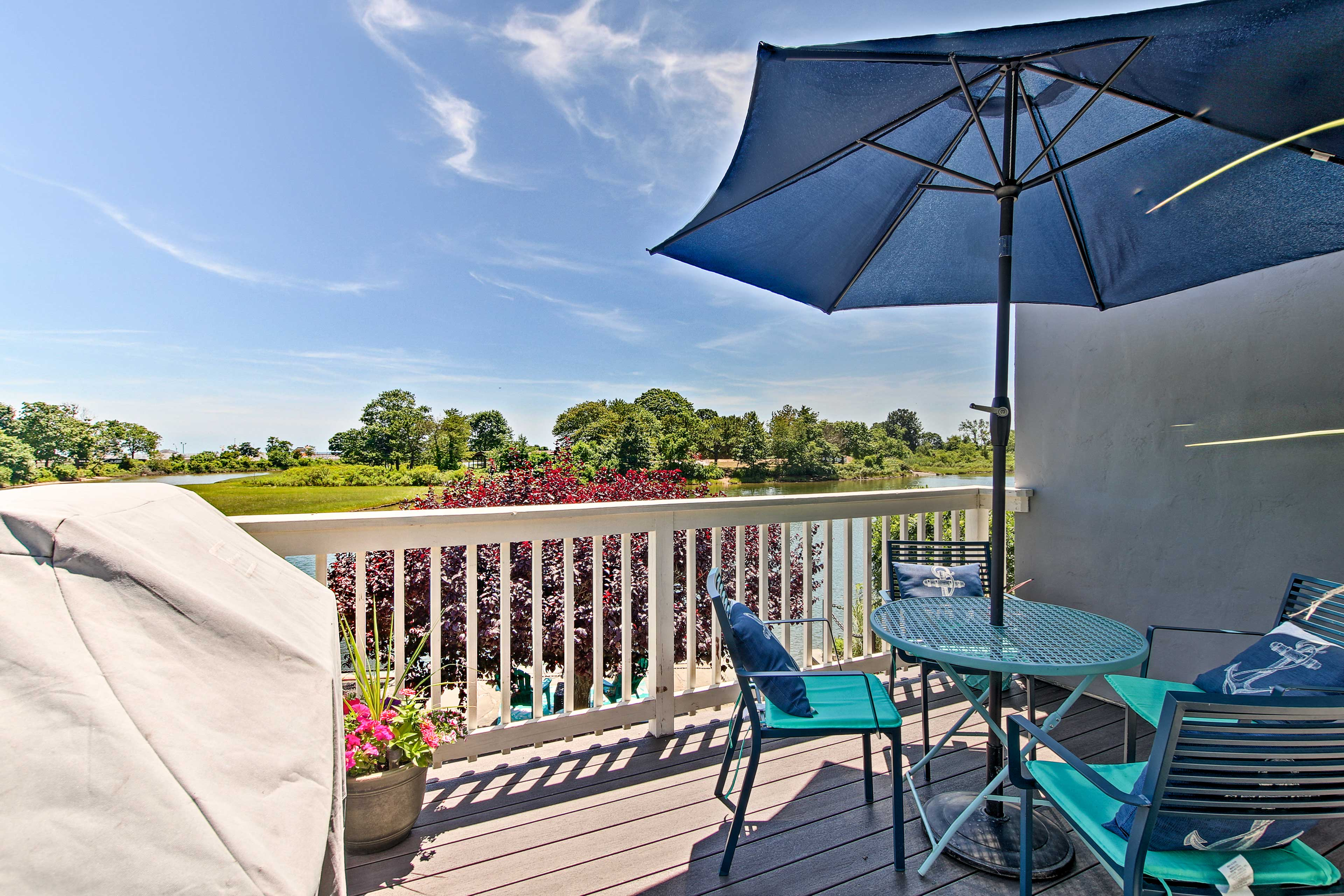 Enjoy barbecuing on the deck.