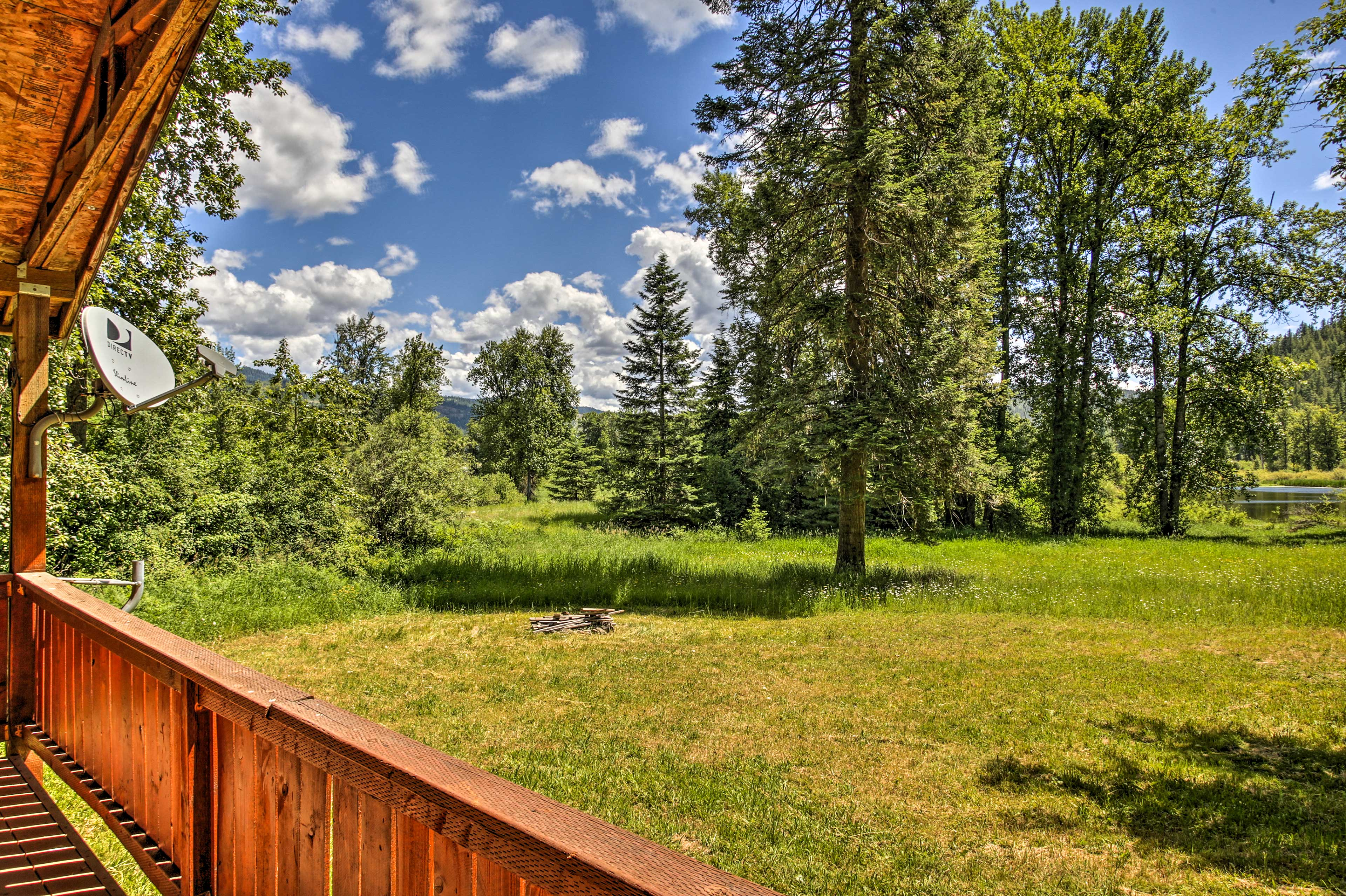 Covered Deck   Mountain Views   2-Acre Property