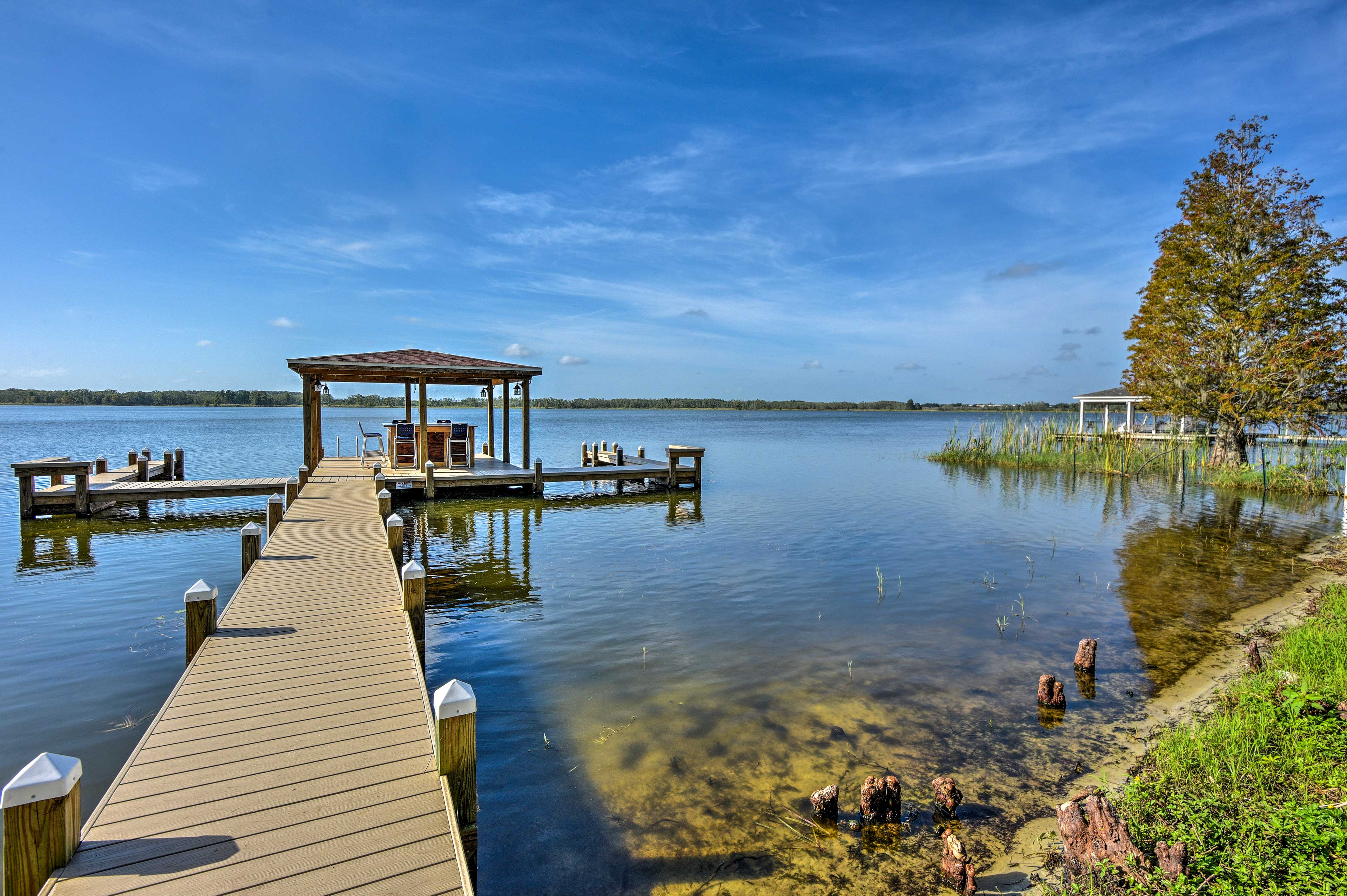 This 26-foot dock can host 4-6 boats.