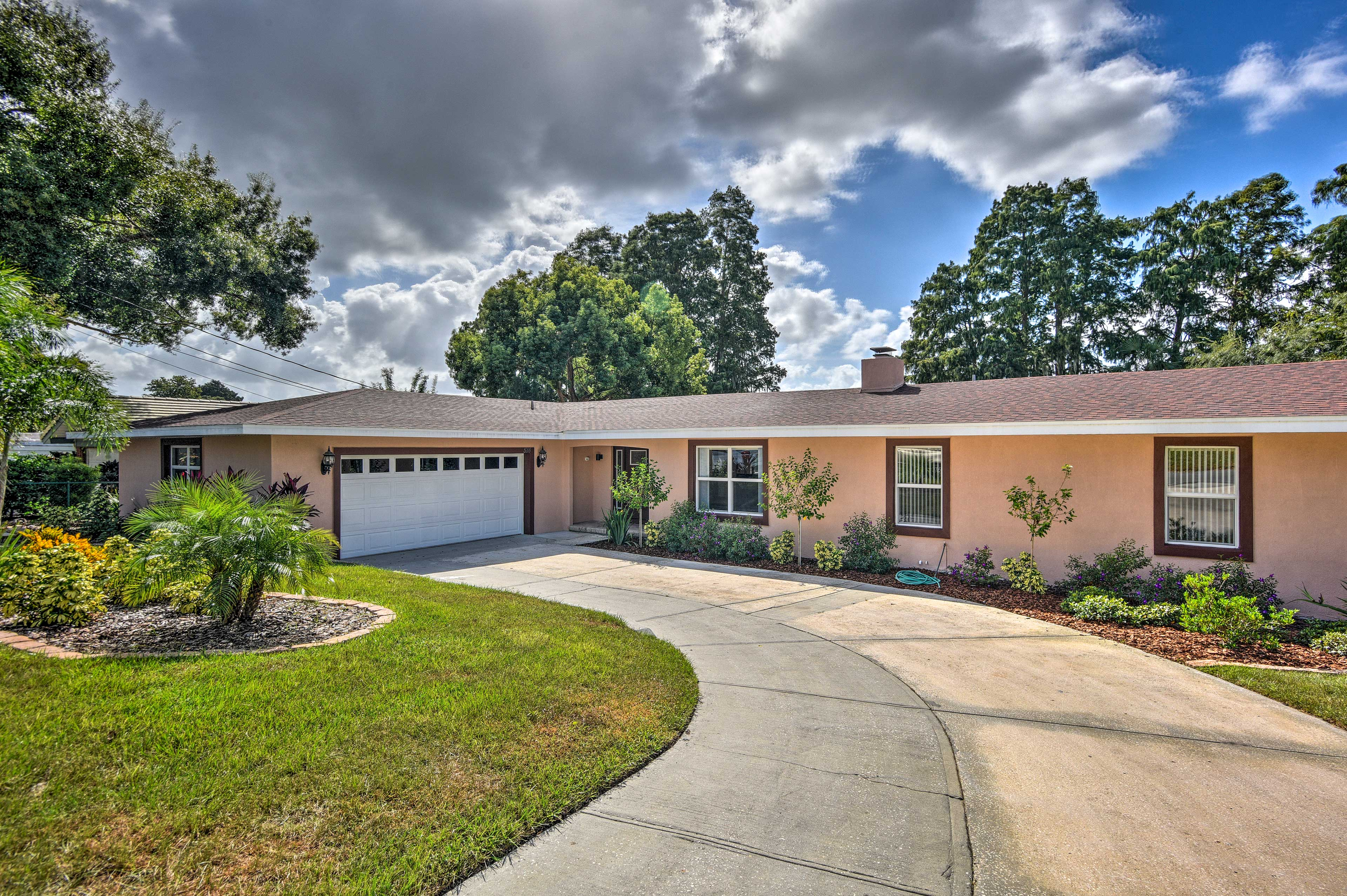 With 4 bedrooms and 3 bathrooms, this Florida home can sleep 12 guests!