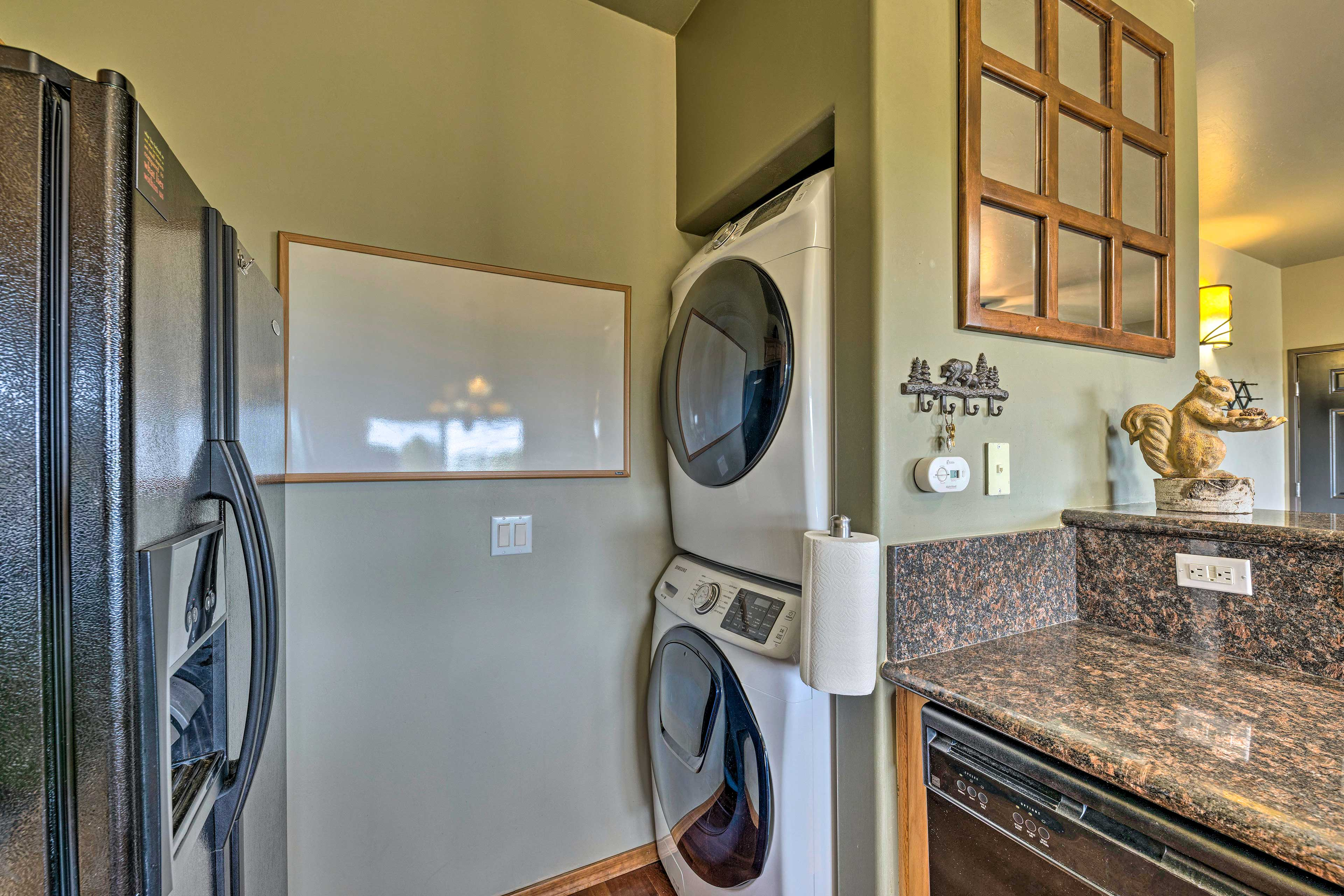 In-unit laundry machines let your swimsuits stay fresh after dip in the lake.