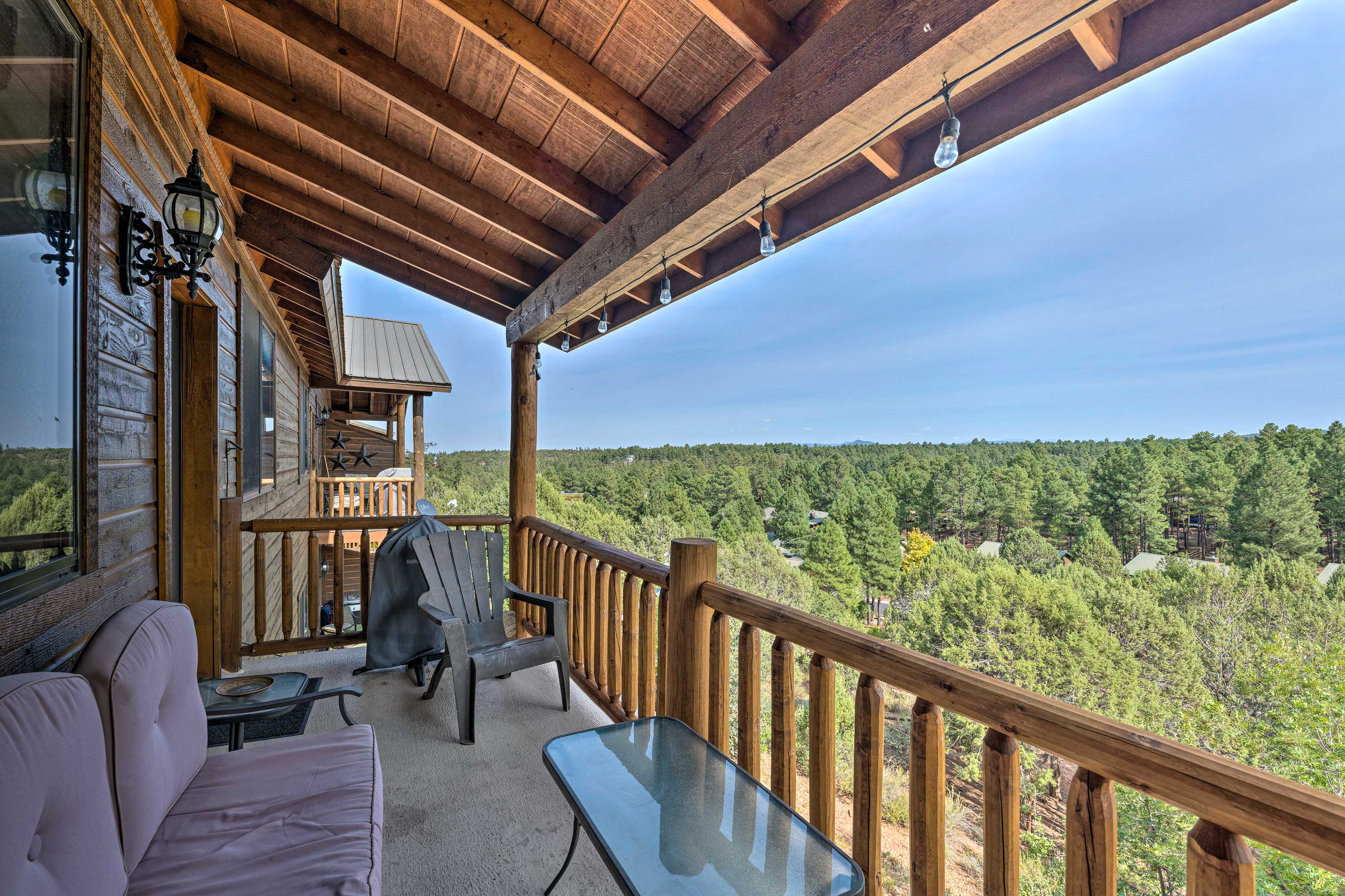 Book your next ski vacation to this Show Low vacation rental!