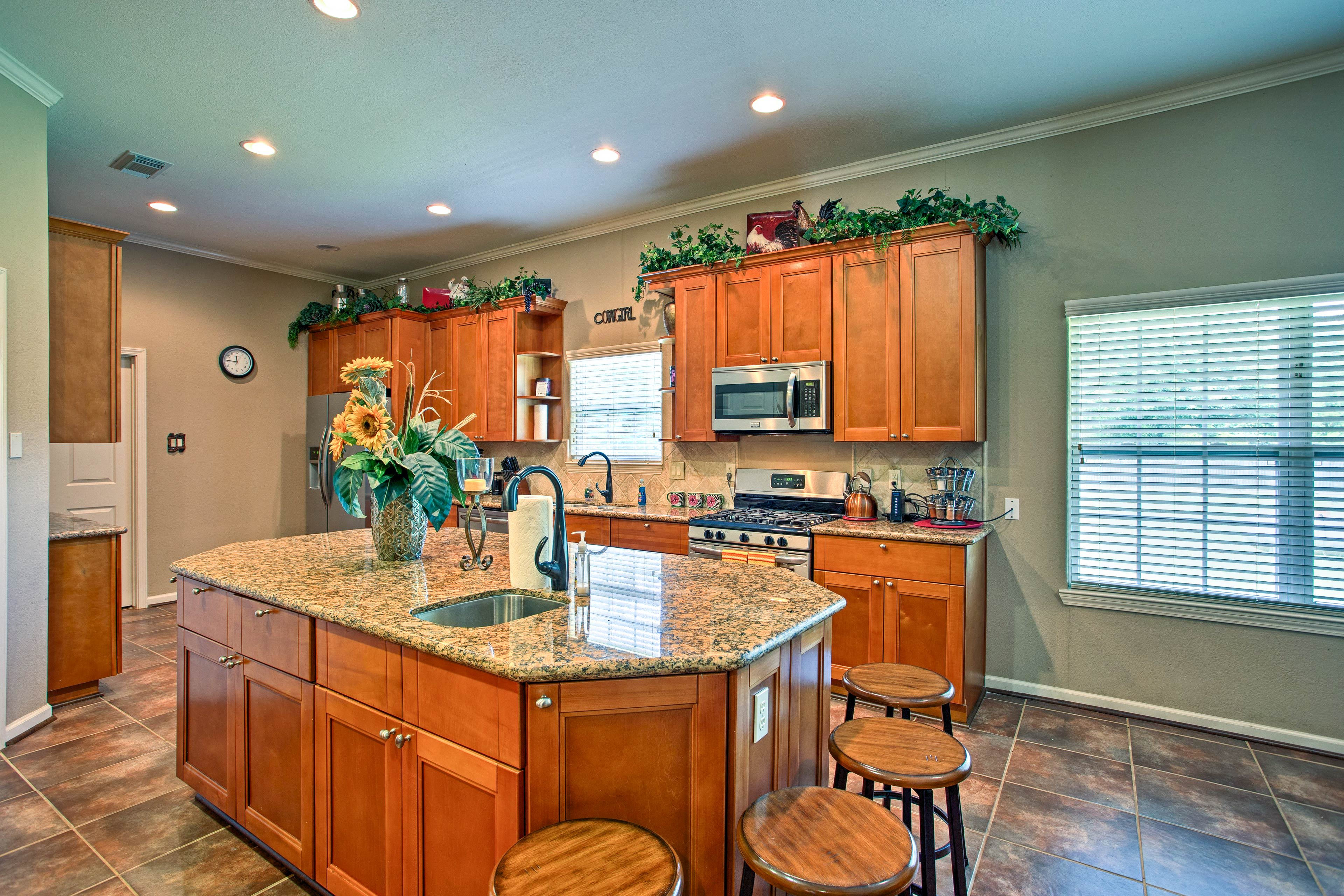 Fall in love with cooking all over again in this fully equipped kitchen.