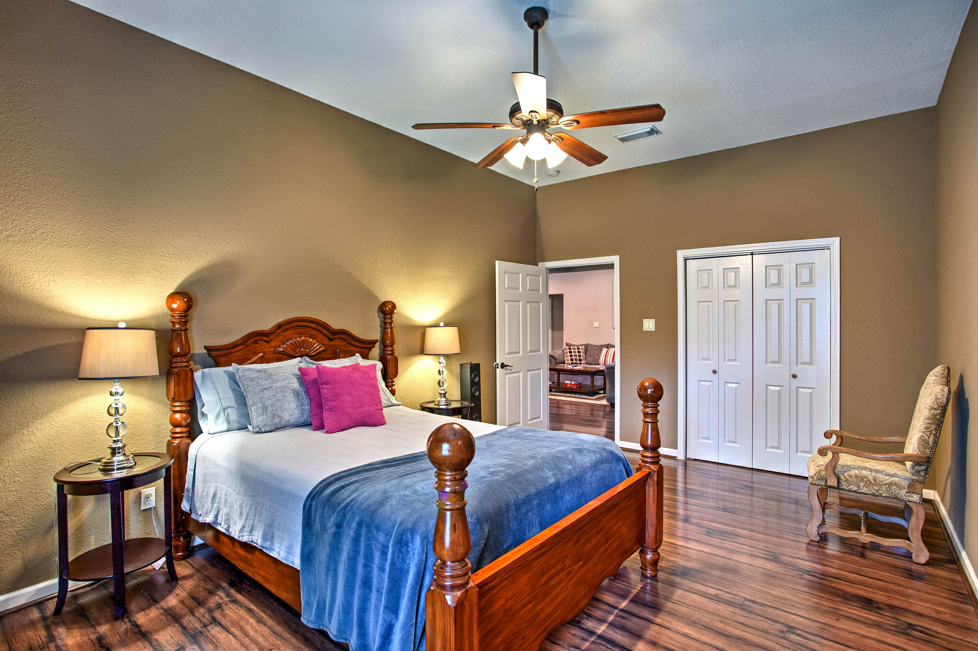 Find a peaceful night's sleep waiting for you in this queen bed!