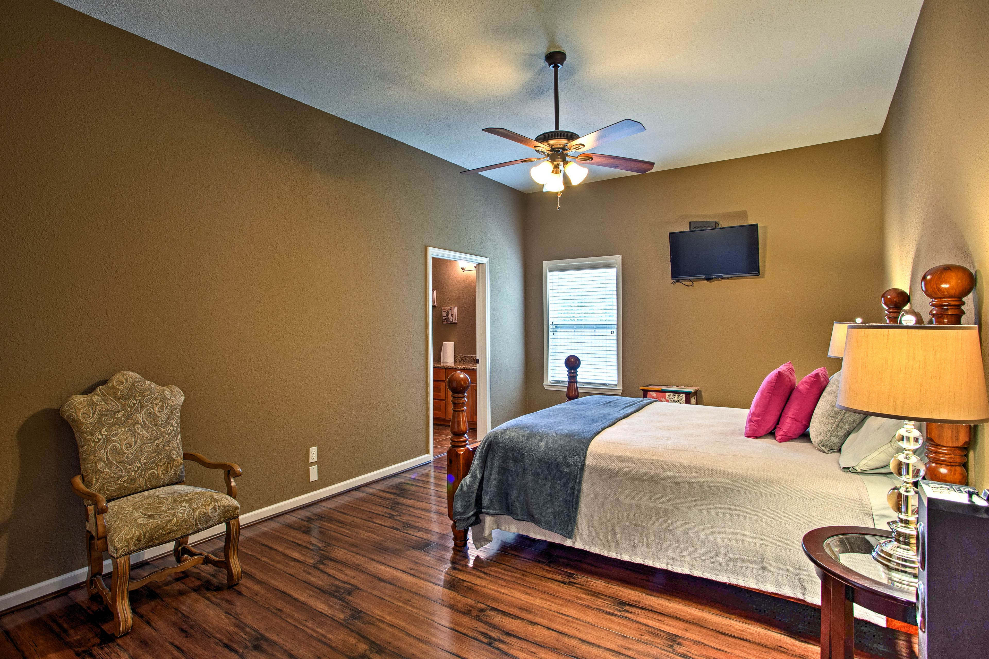 Four of the bedrooms feature flat-screen cable TVs.
