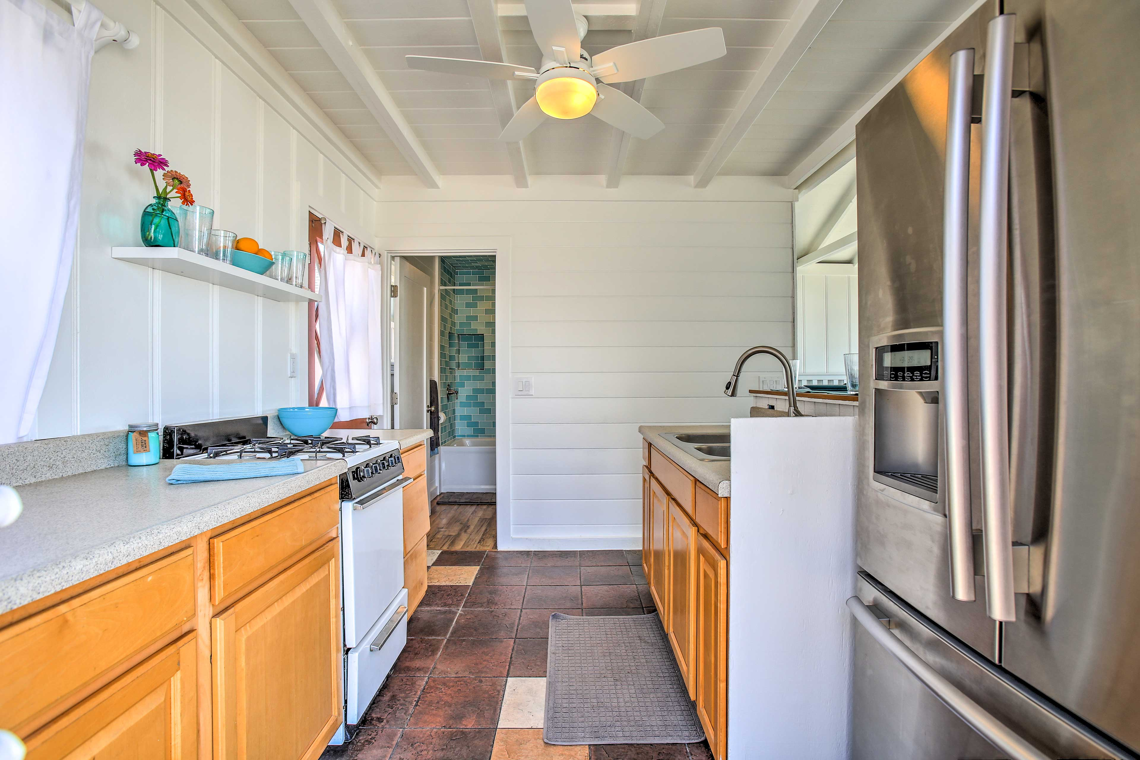 The well-equipped kitchen is perfect for beach picnic prepping!