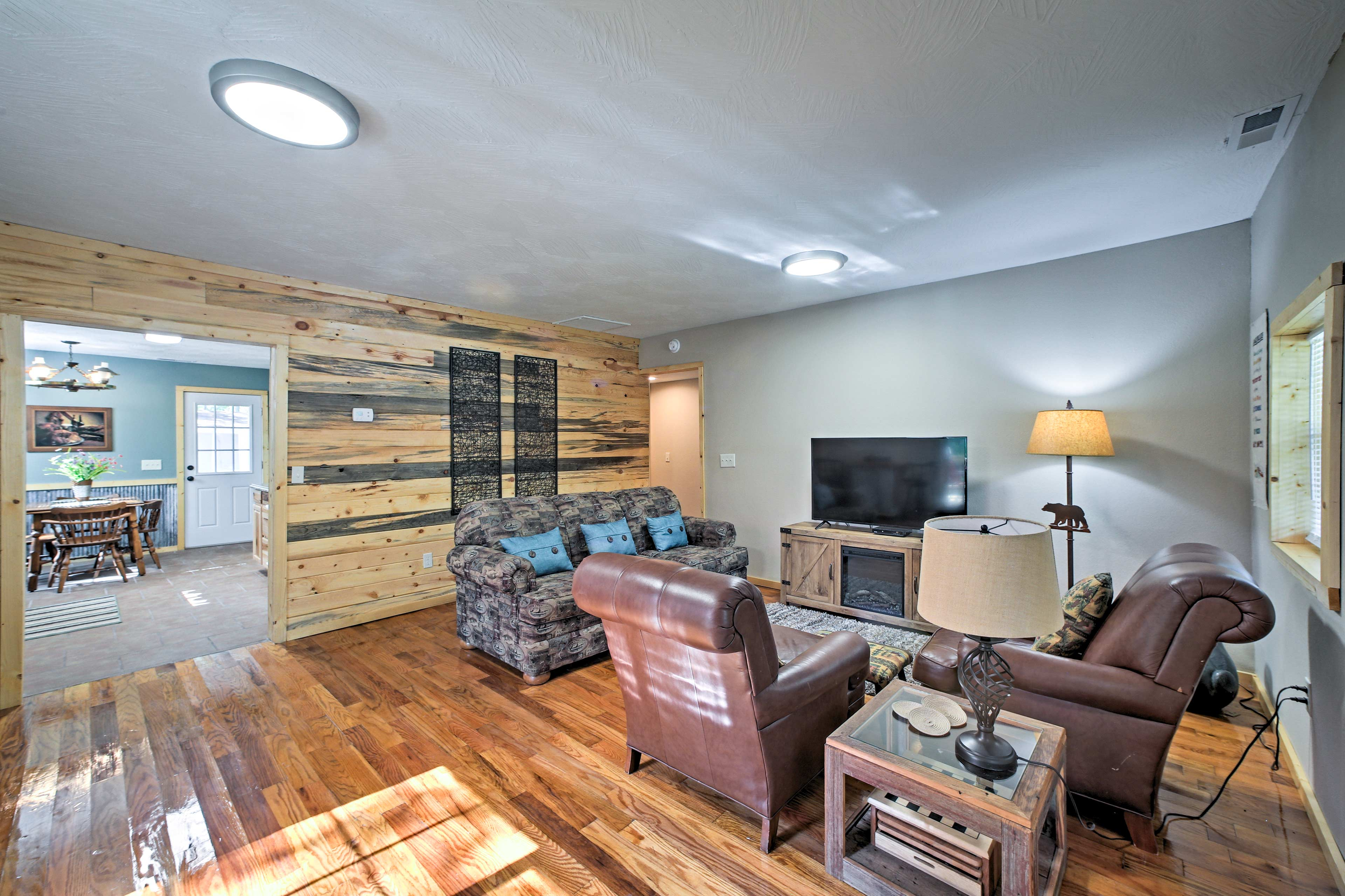 Enjoy a beautiful interior with 3 bedrooms and 1.5 bathrooms.