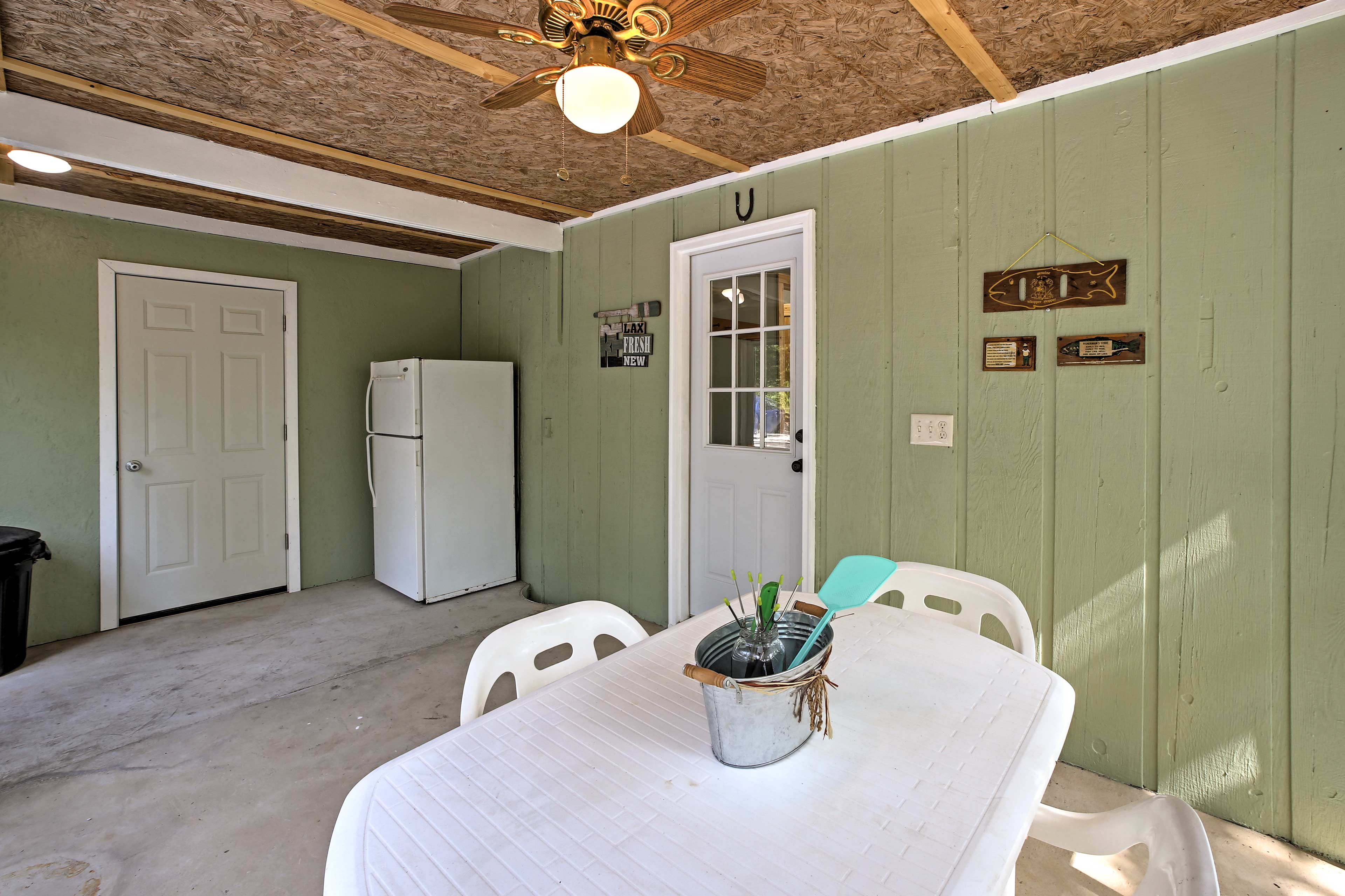 Play card games or enjoy morning coffee in this bright space.