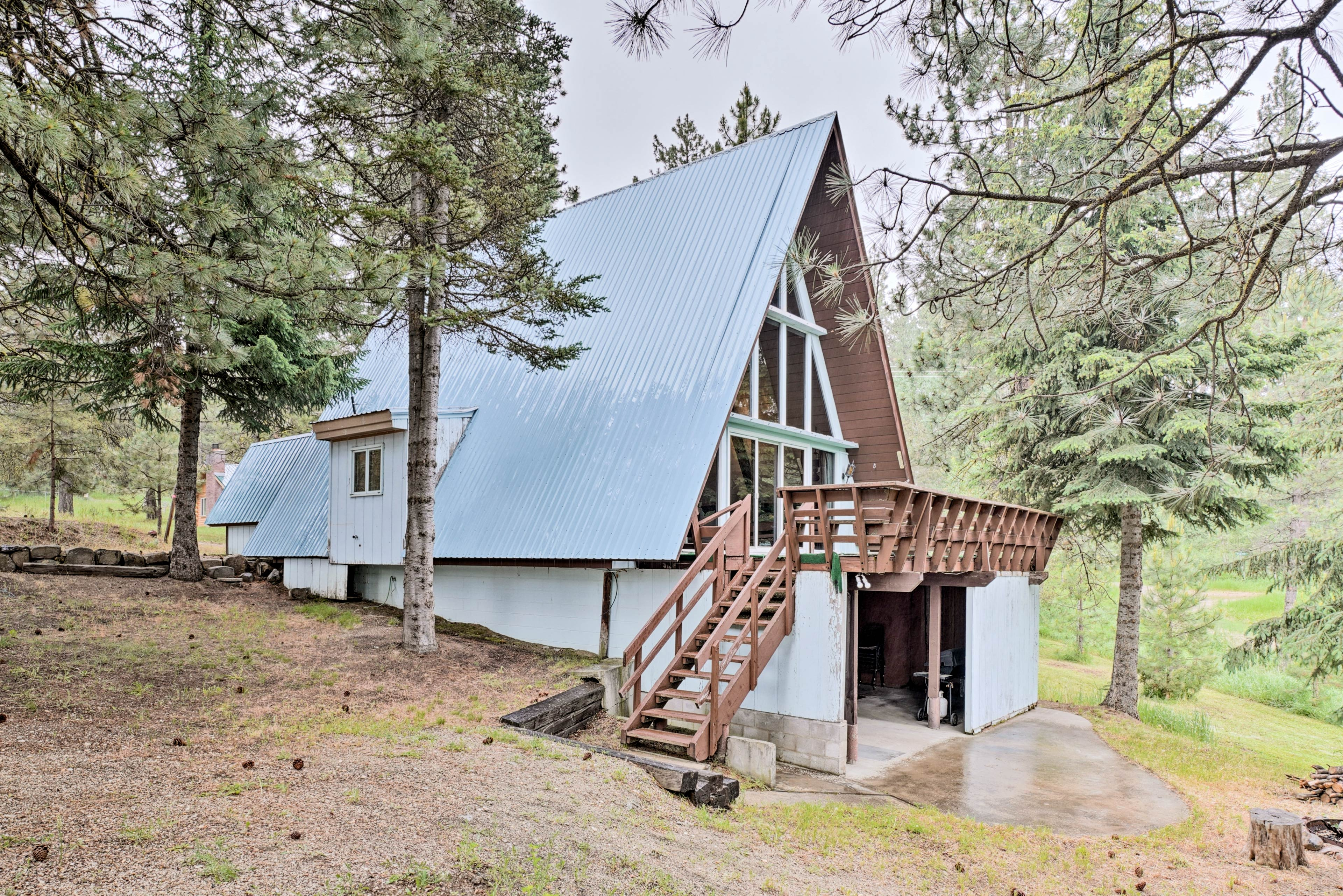 Book a stay at this magnificent Cascade vacation rental cabin!