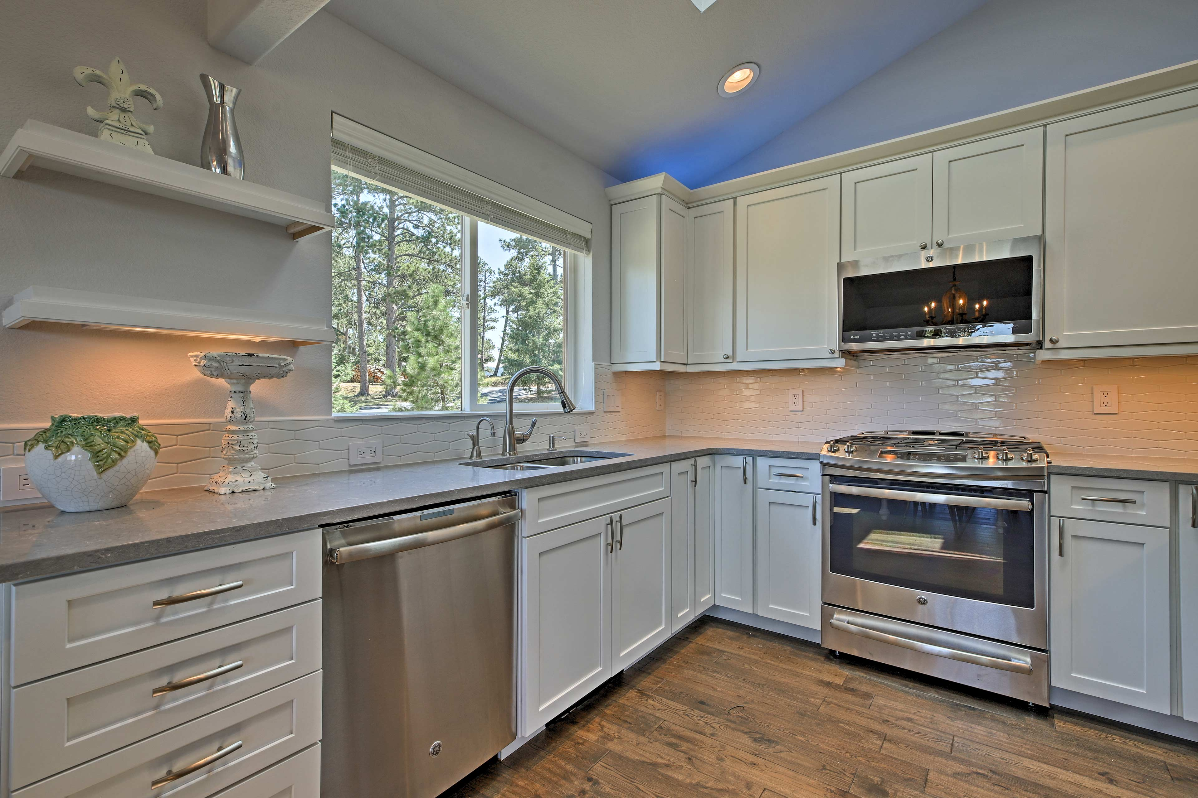 Try out a new recipe in the fully equipped gourmet kitchen.