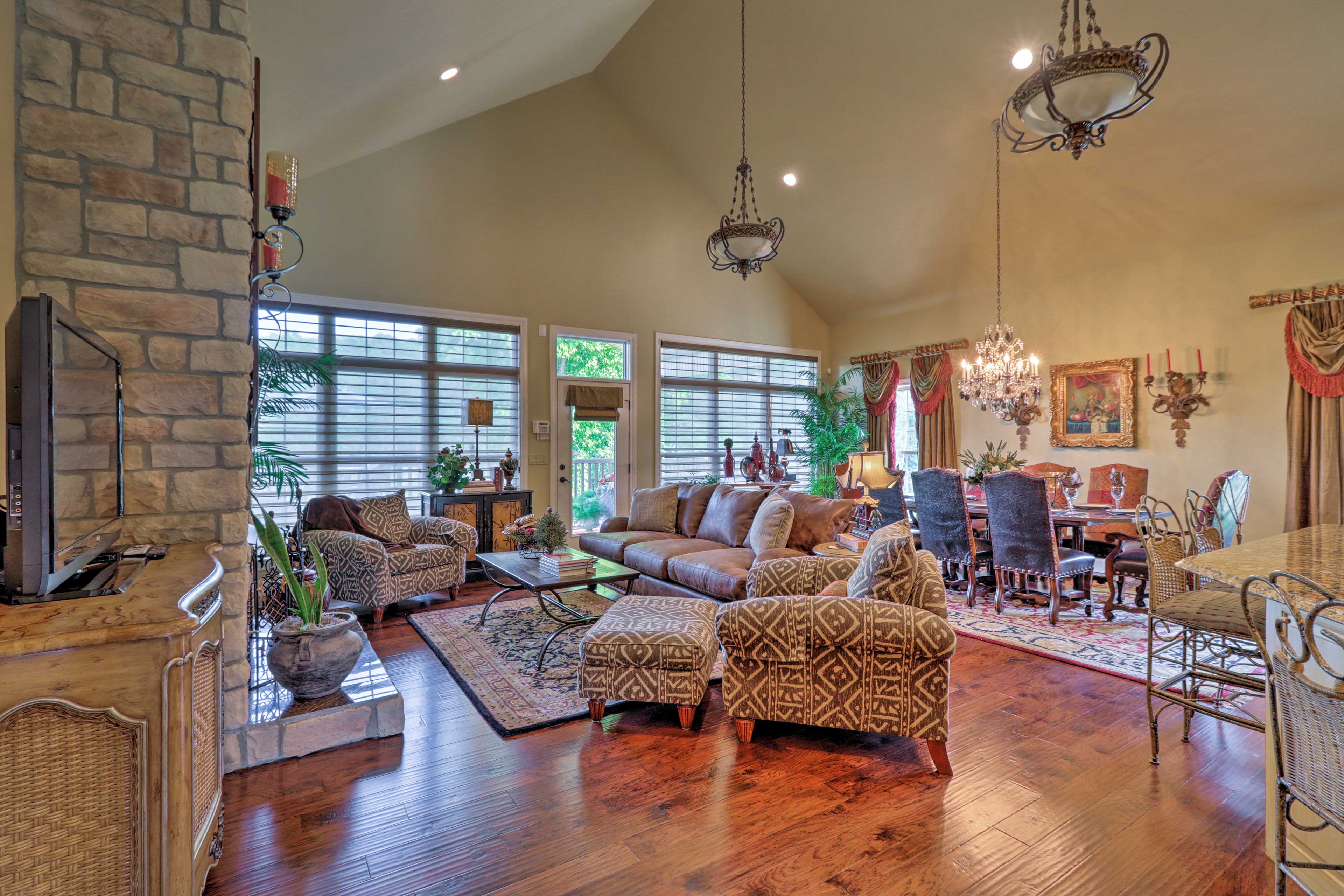 Spread out in 2,800 square feet of luxurious living space with vaulted ceilings.