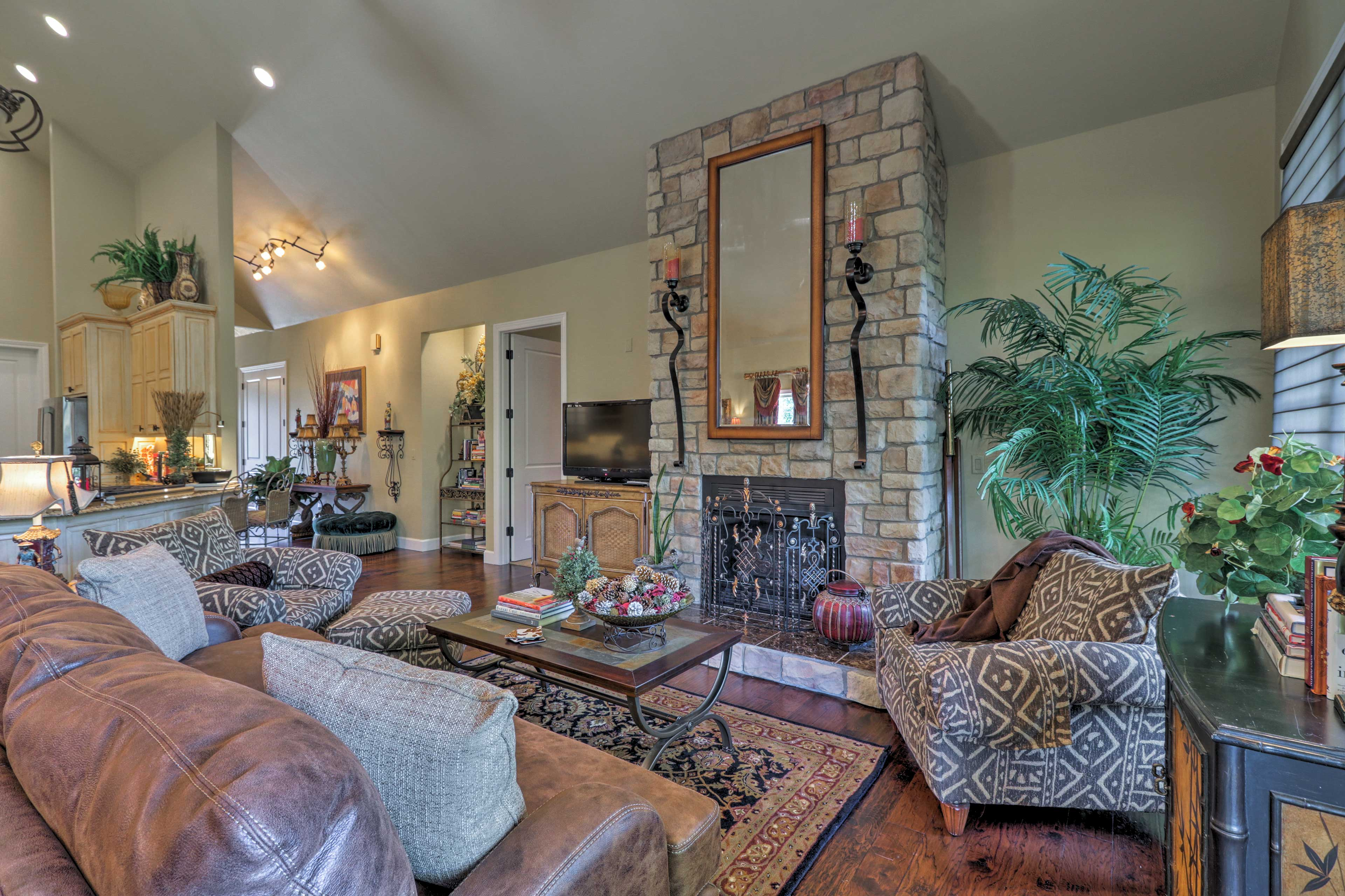 Turn on the gas fireplace and flat-screen satellite TV during downtime.