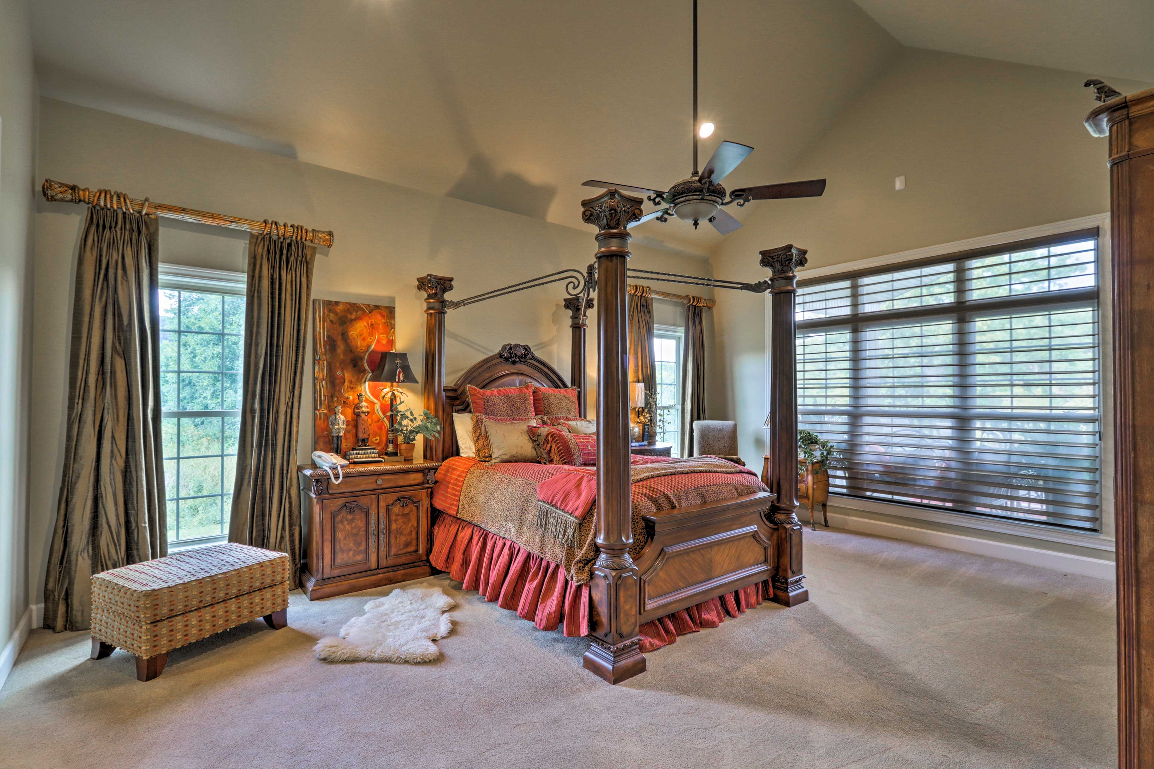 Lay back on the comfy queen bed in the spacious master bedroom to rest.