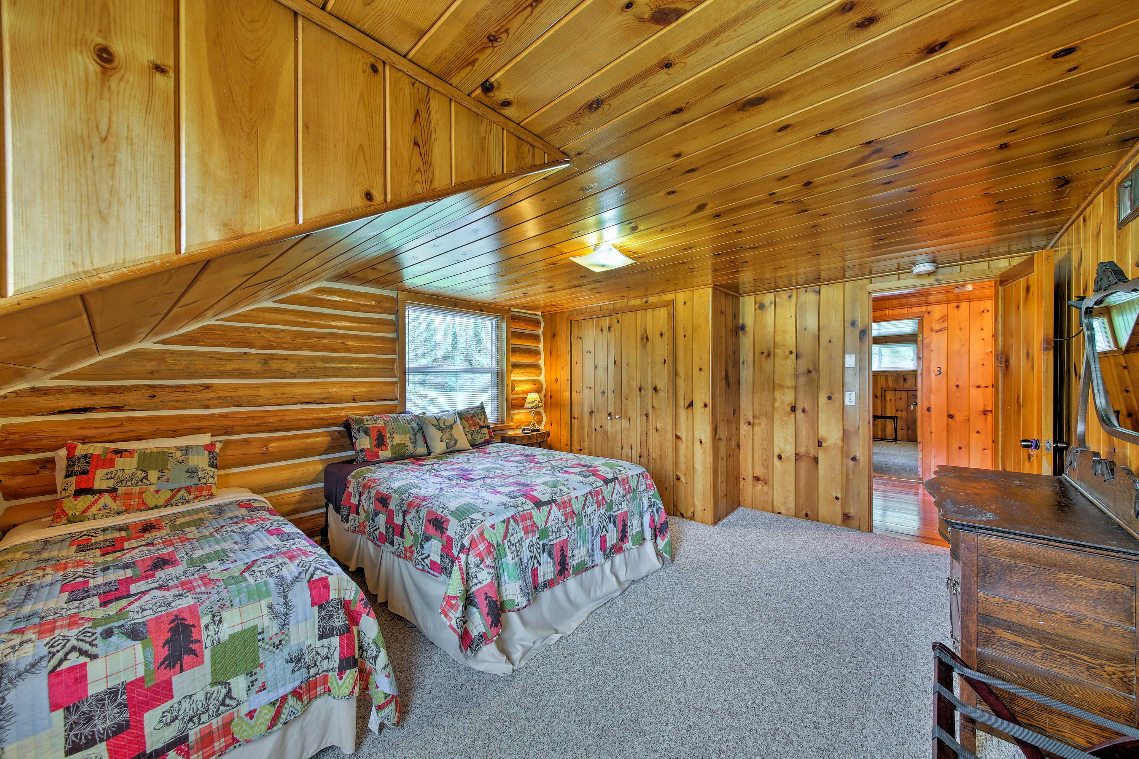 Up to 4 guests could share this bedroom.