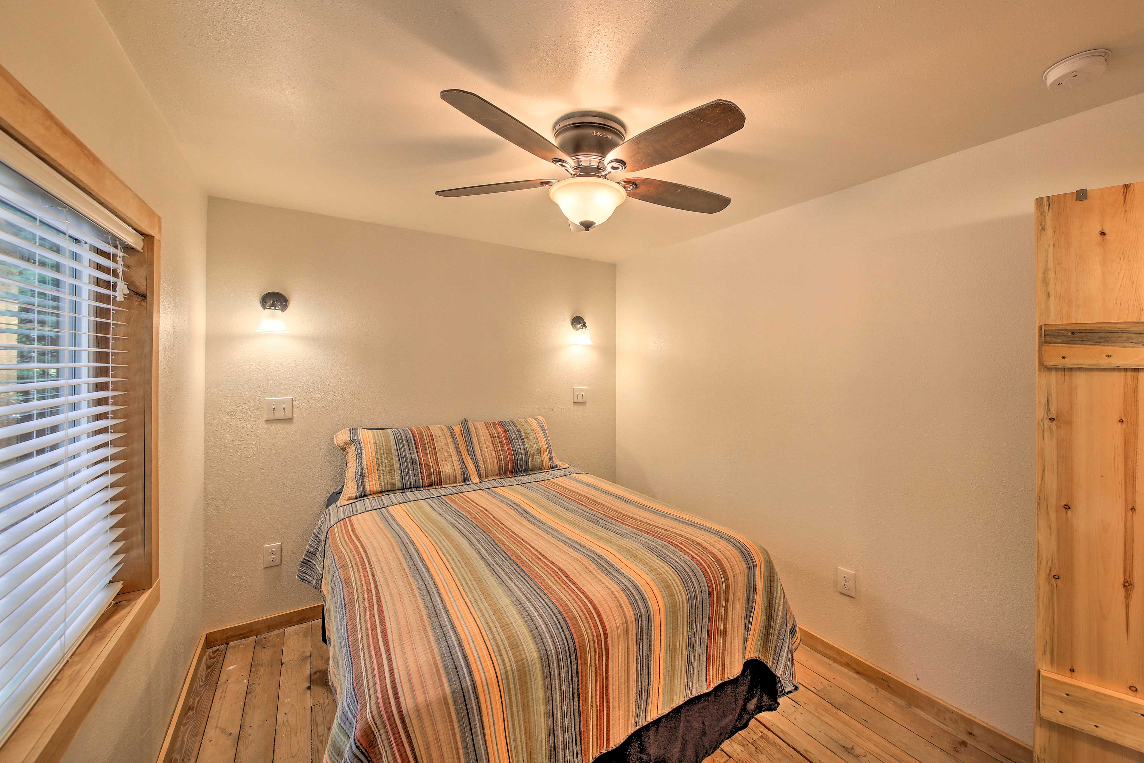 Ceiling fans add extra comfort.