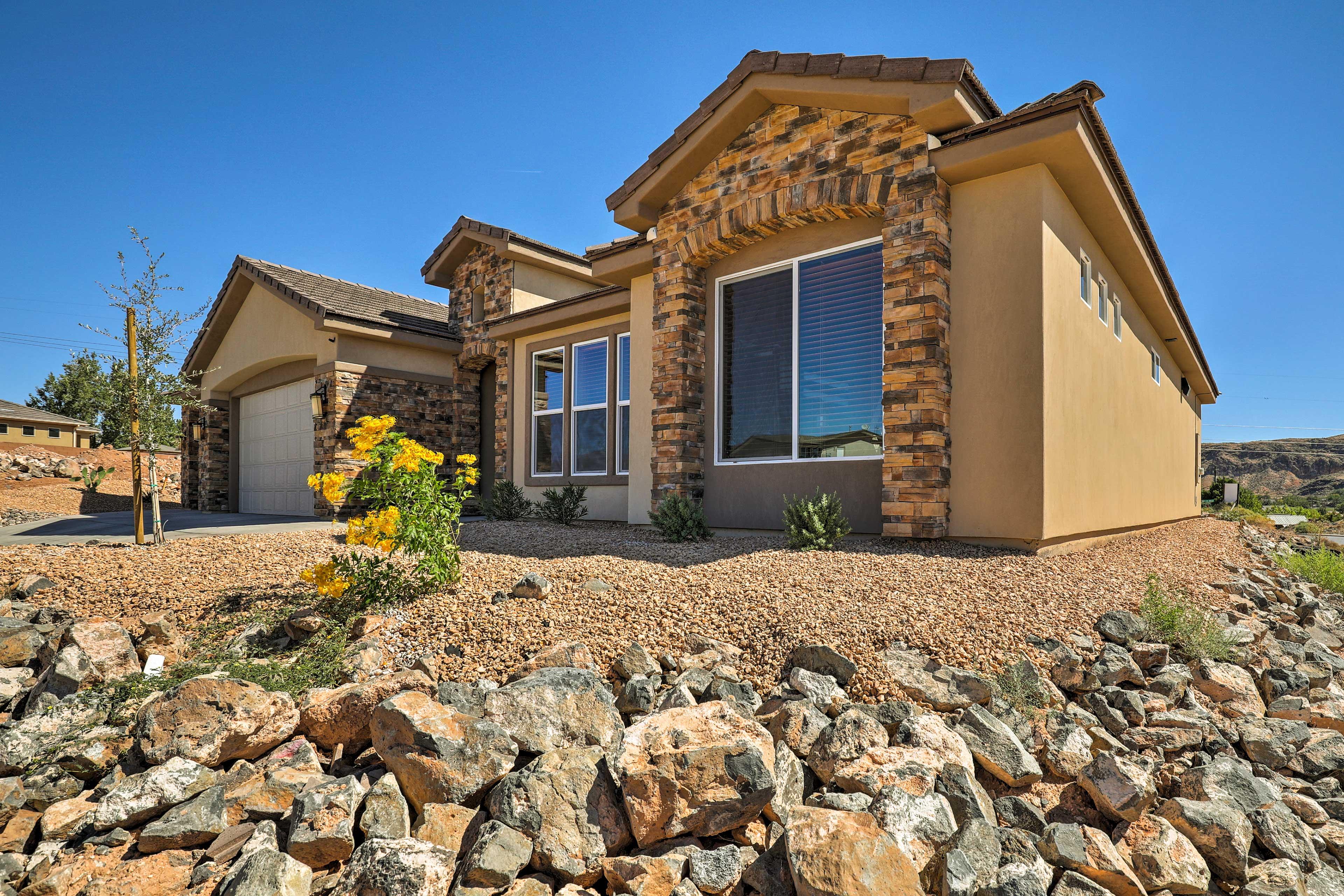 This vacation rental home in La Verkin, Utah is calling your name!