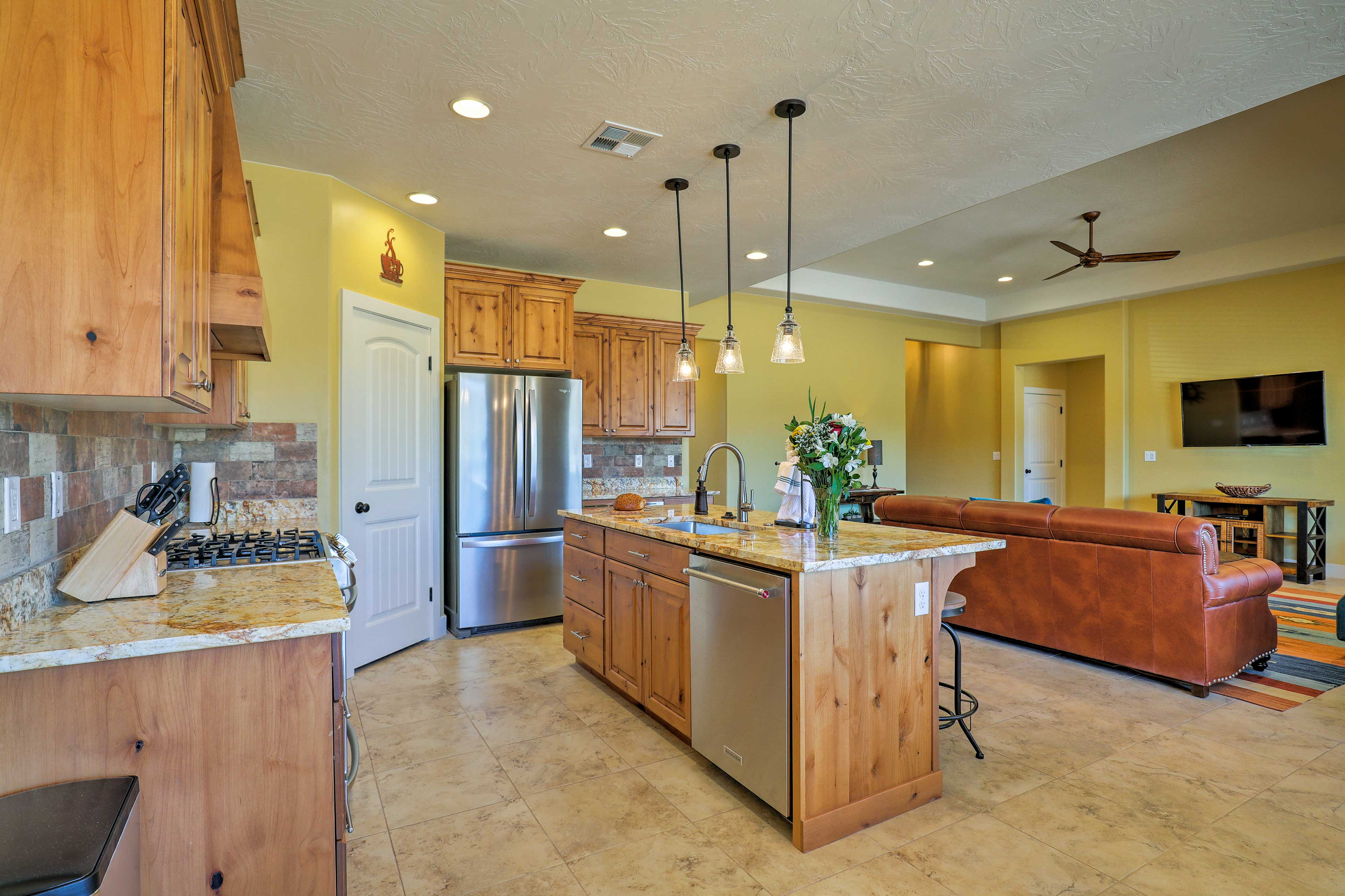 The kitchen has everything you need!