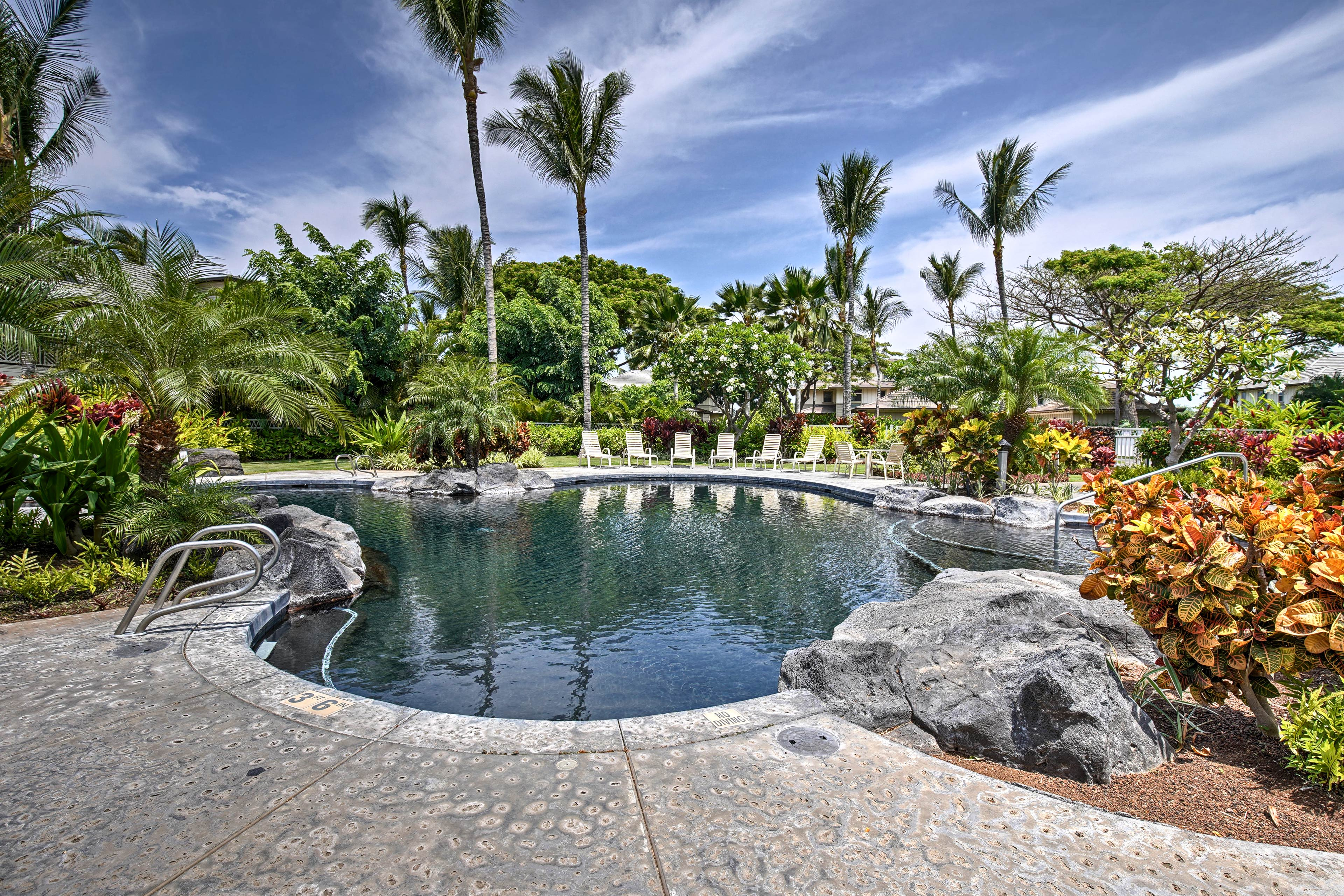 Pack your bathing suit and head to Waimea to stay at this vacation rental condo!