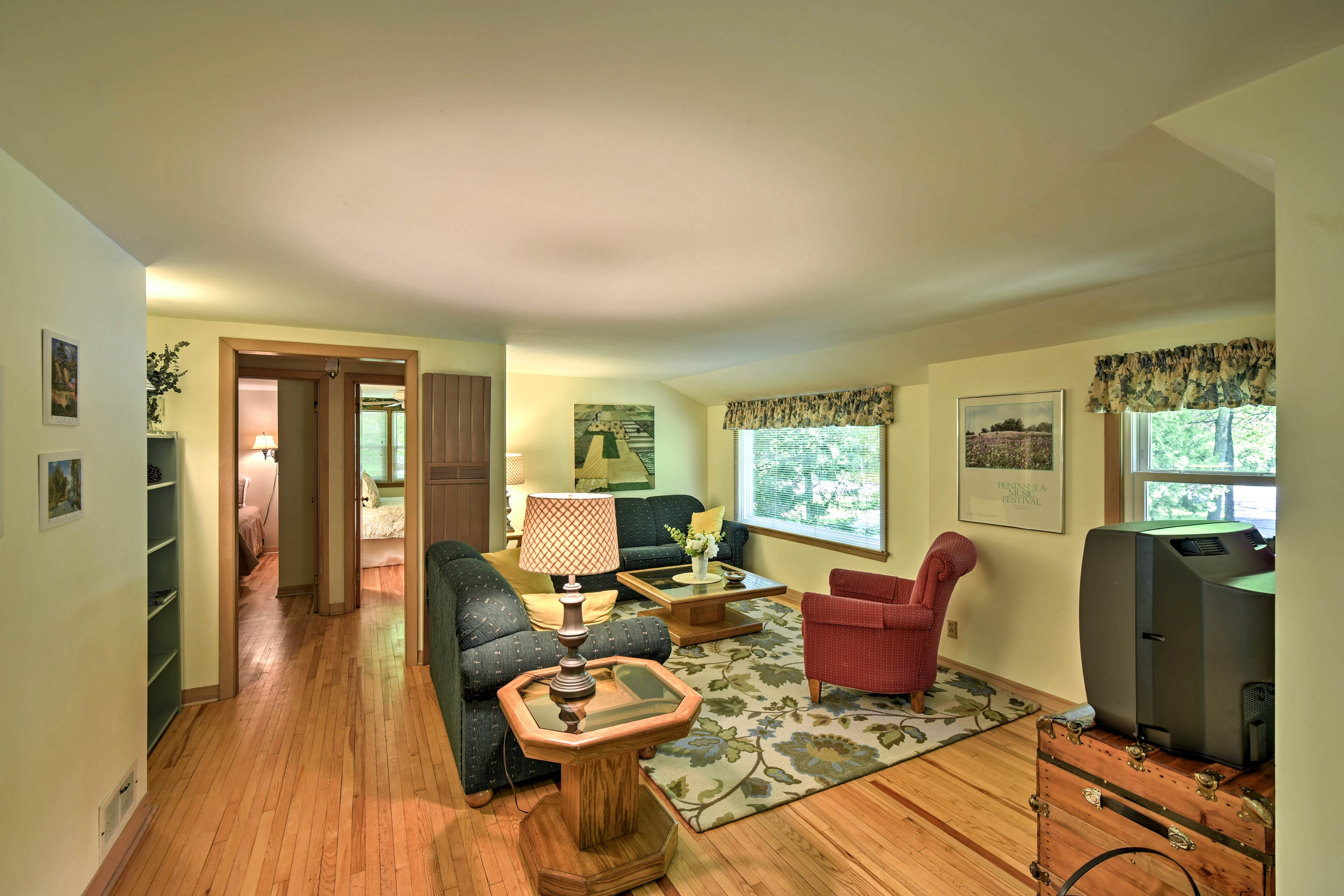 This unit was recently refurbished with the traveler's comfort in mind.