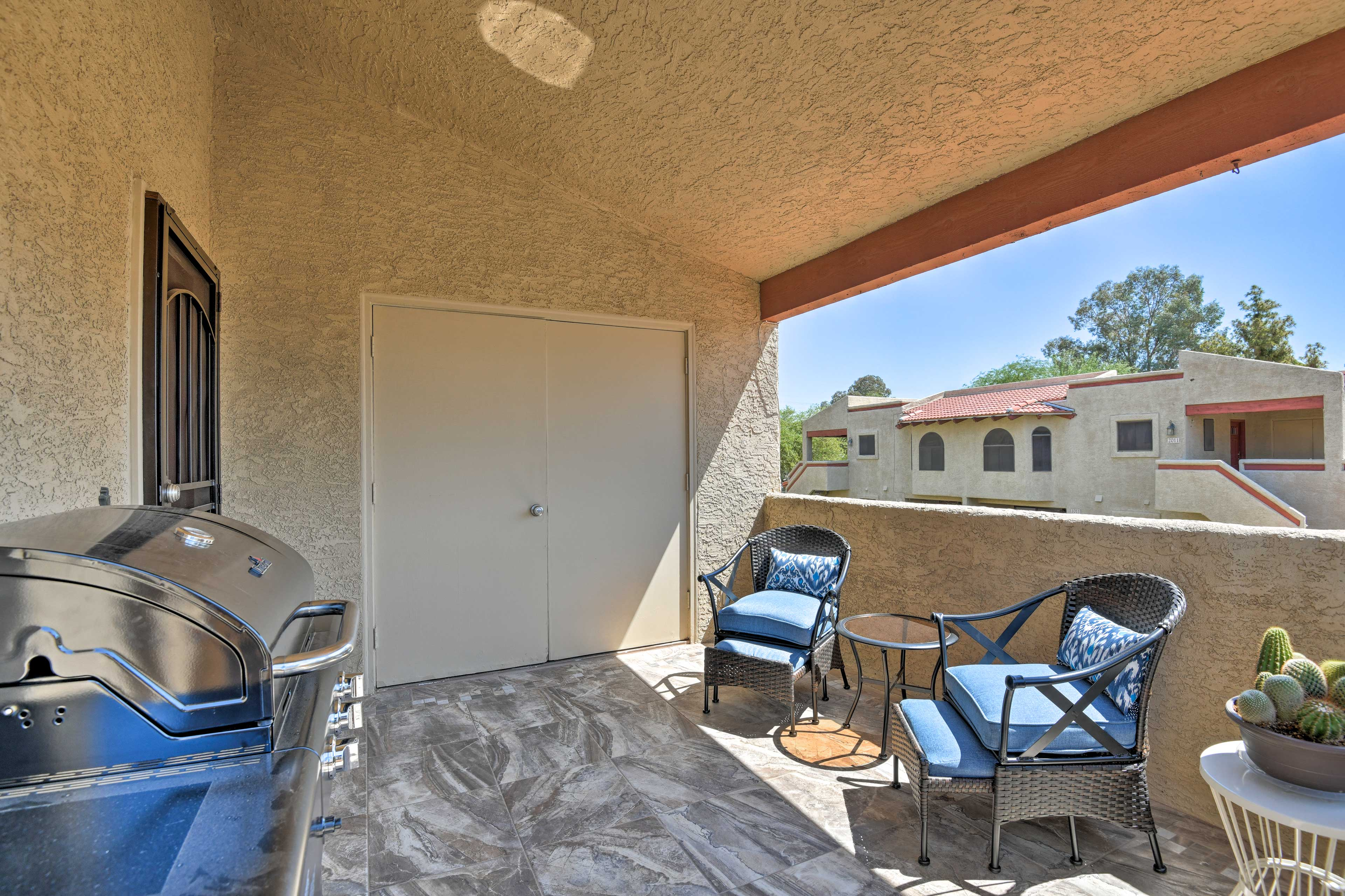 This 1,120-square-foot unit features 2 bedrooms and 2 bathrooms.