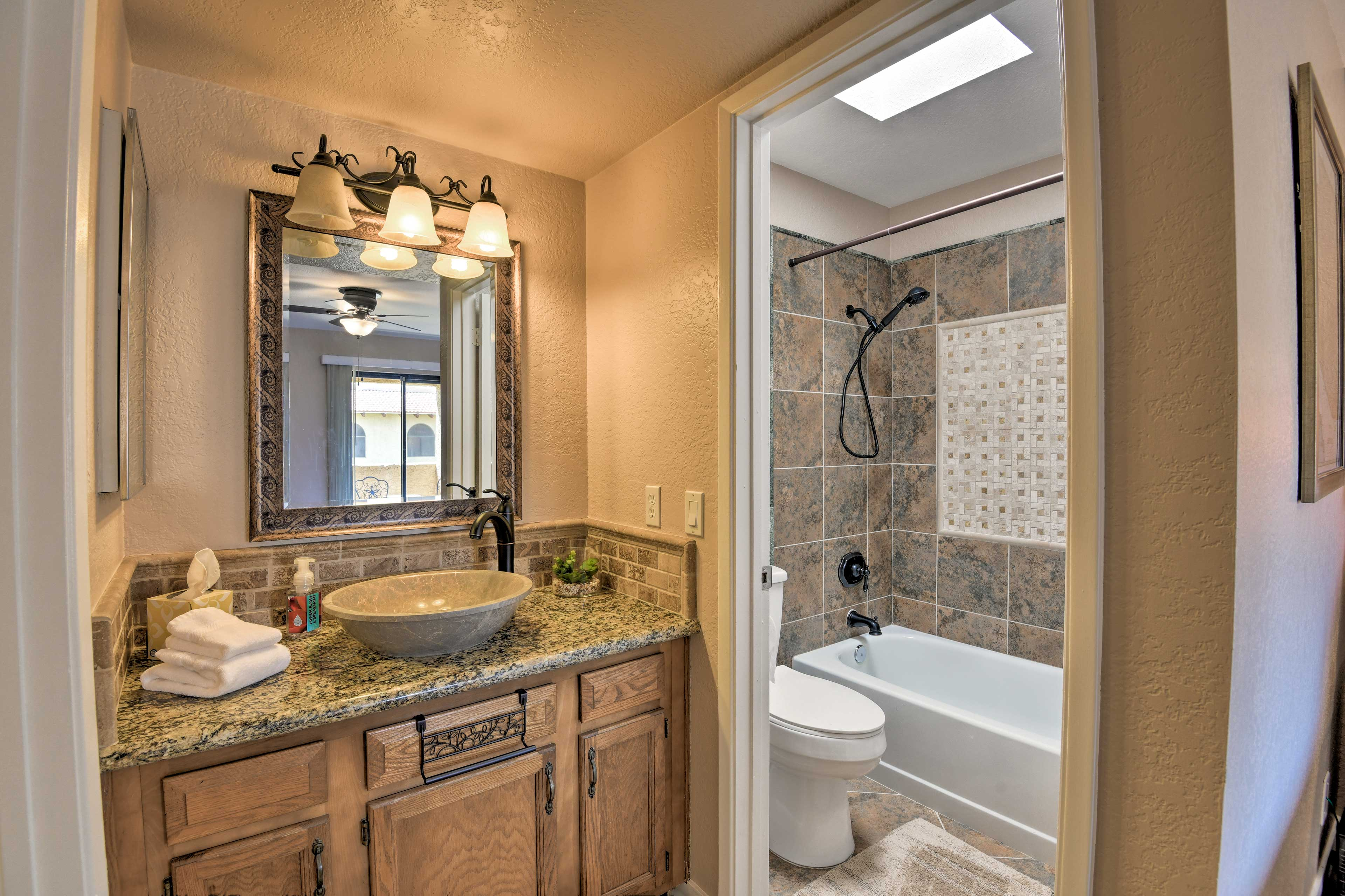 The second master en-suite bathroom also features a shower/tub combo.