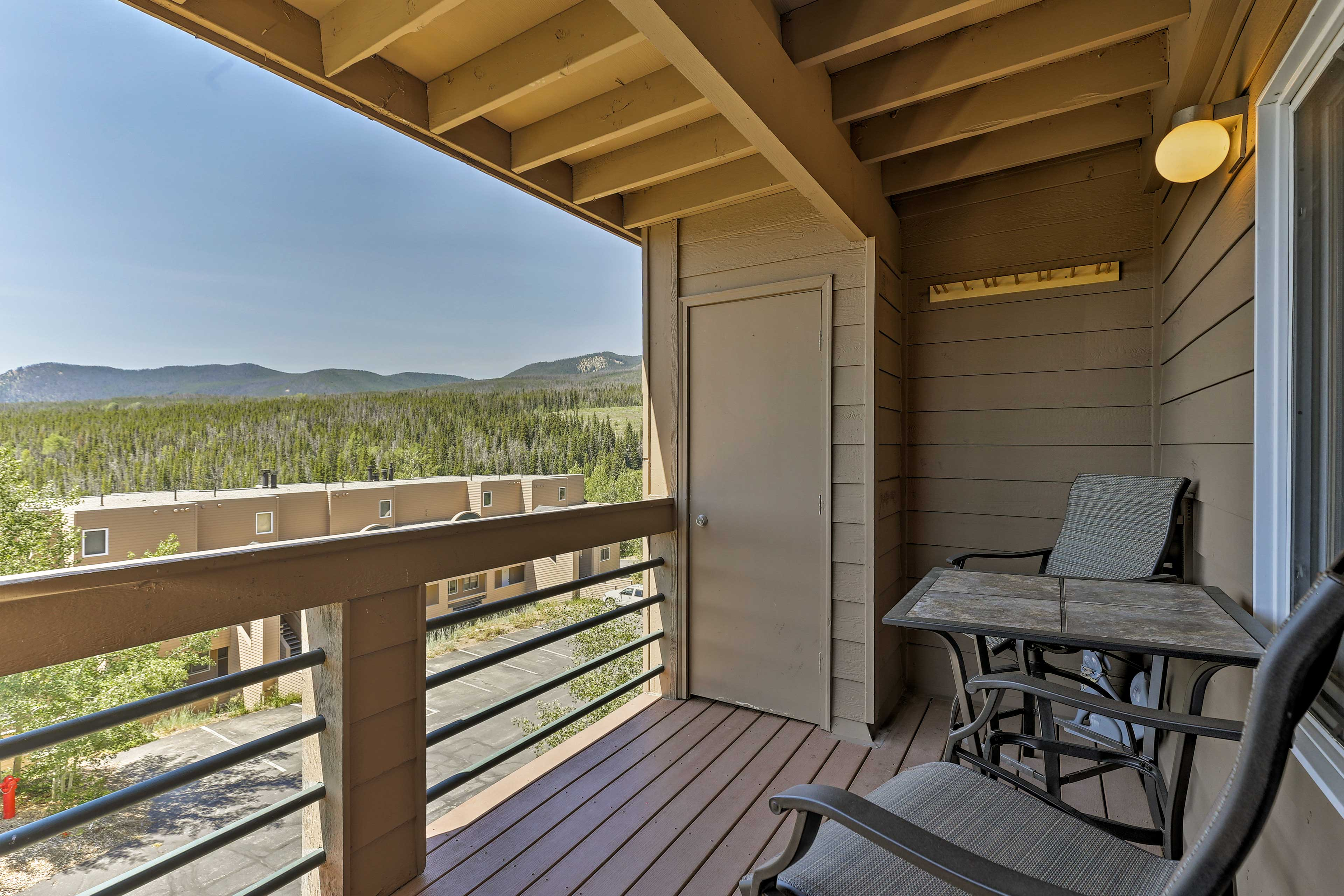 You'll never tire of those 180-degree Rocky Mountain views!