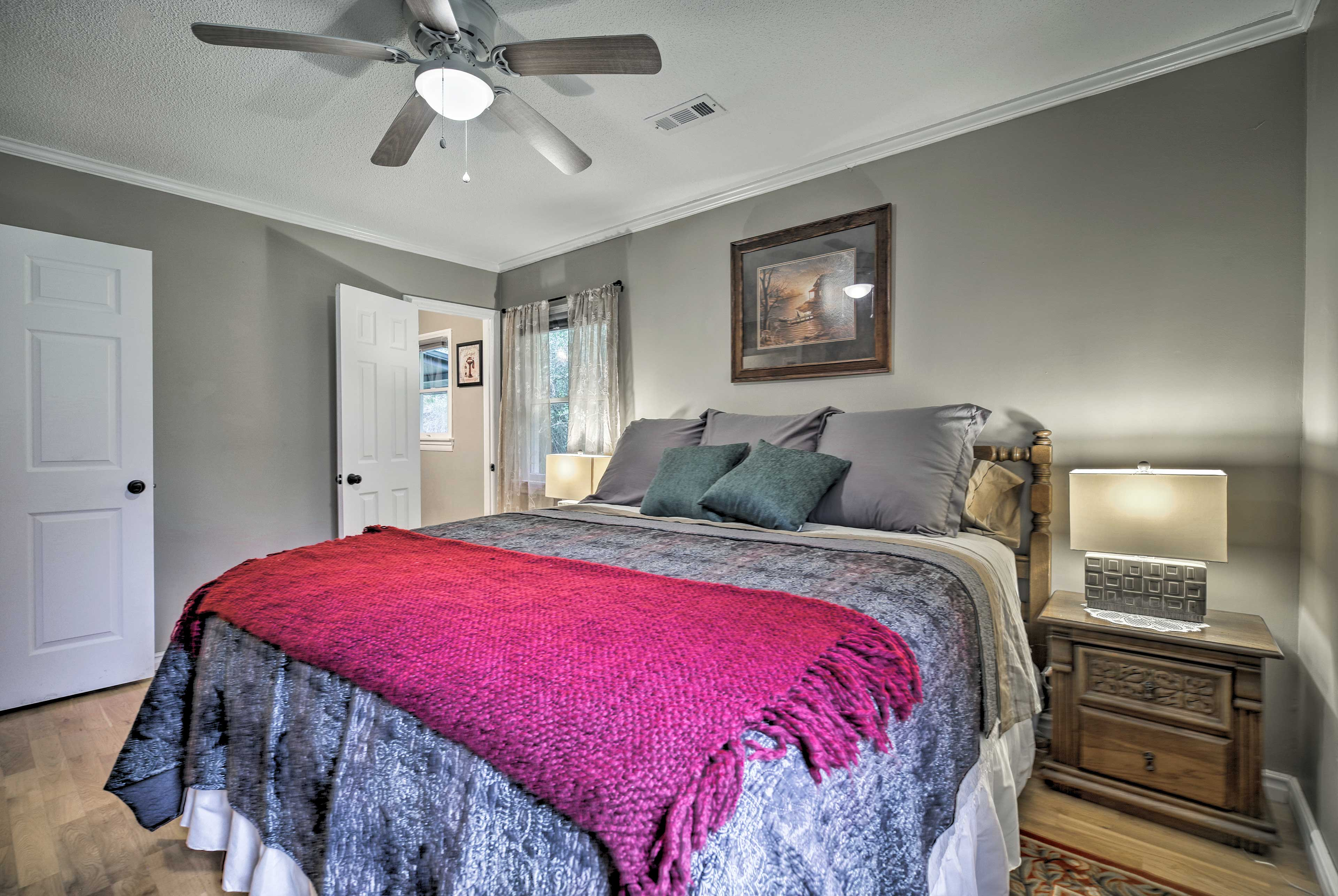 With a king bed, this room is endlessly luxurious.