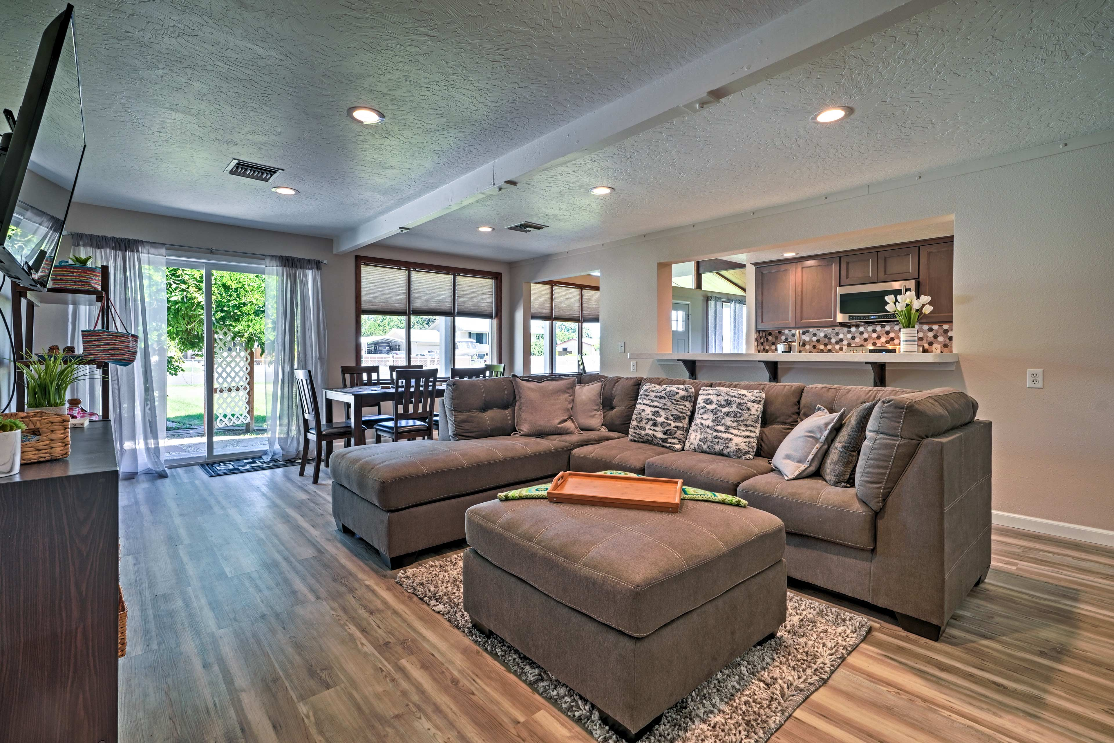 Take a trip to the Tri-Cities and book this exceptional vacation rental!