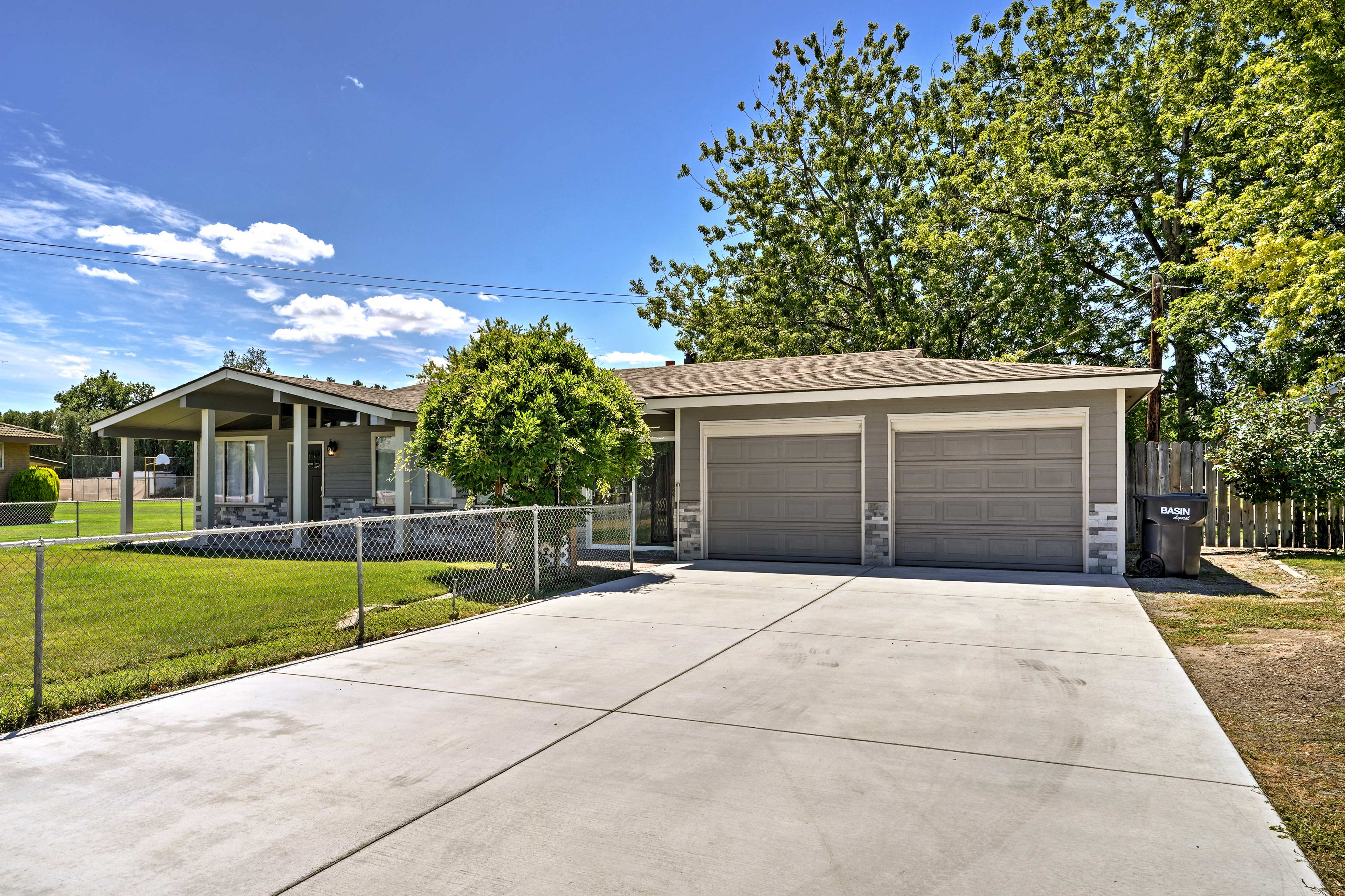 The property offers 2-car garage parking and 2-car driveway parking.
