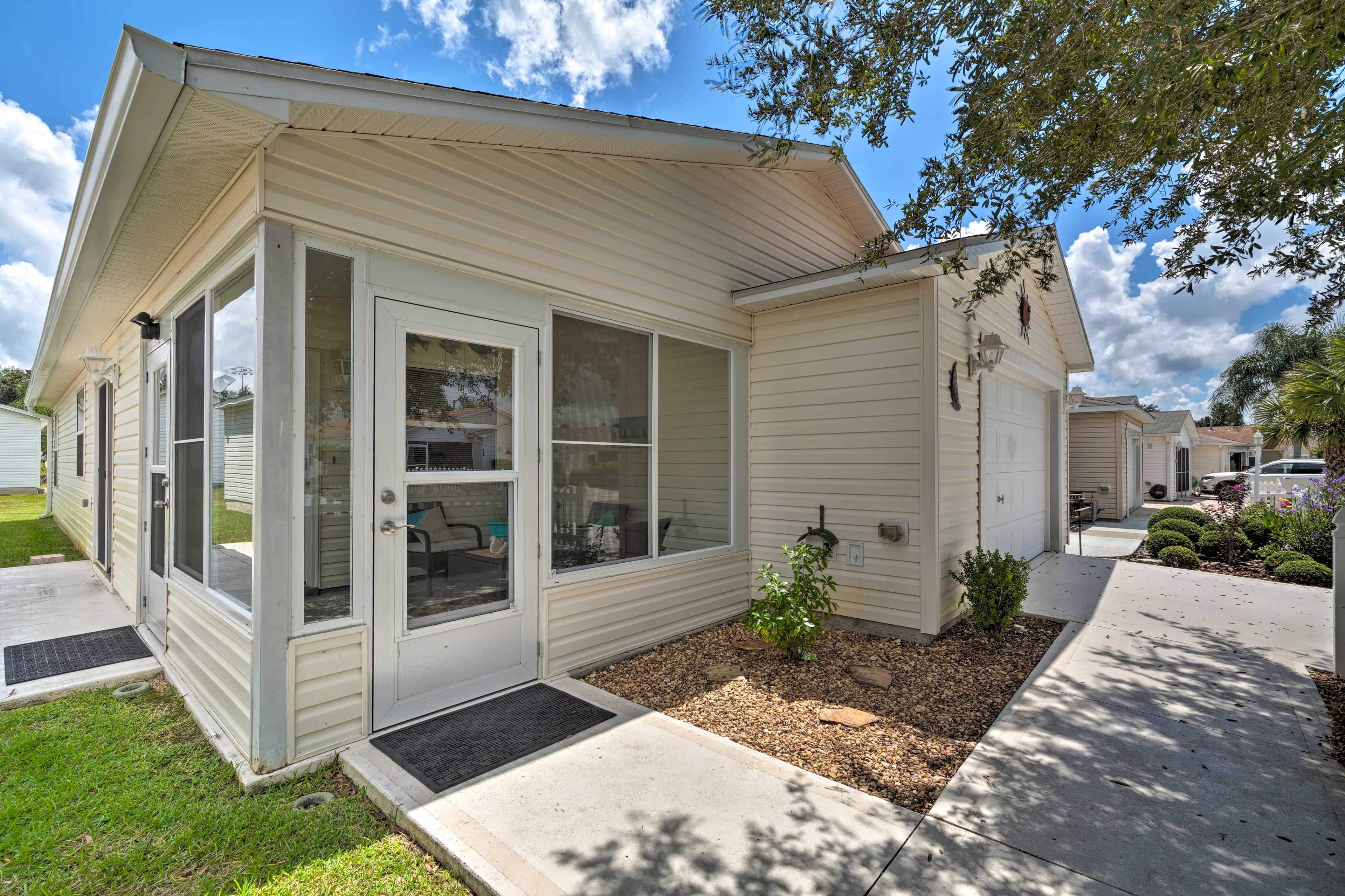 Live the Orlando life in style at this 2-bedroom, 2-bathroom home!