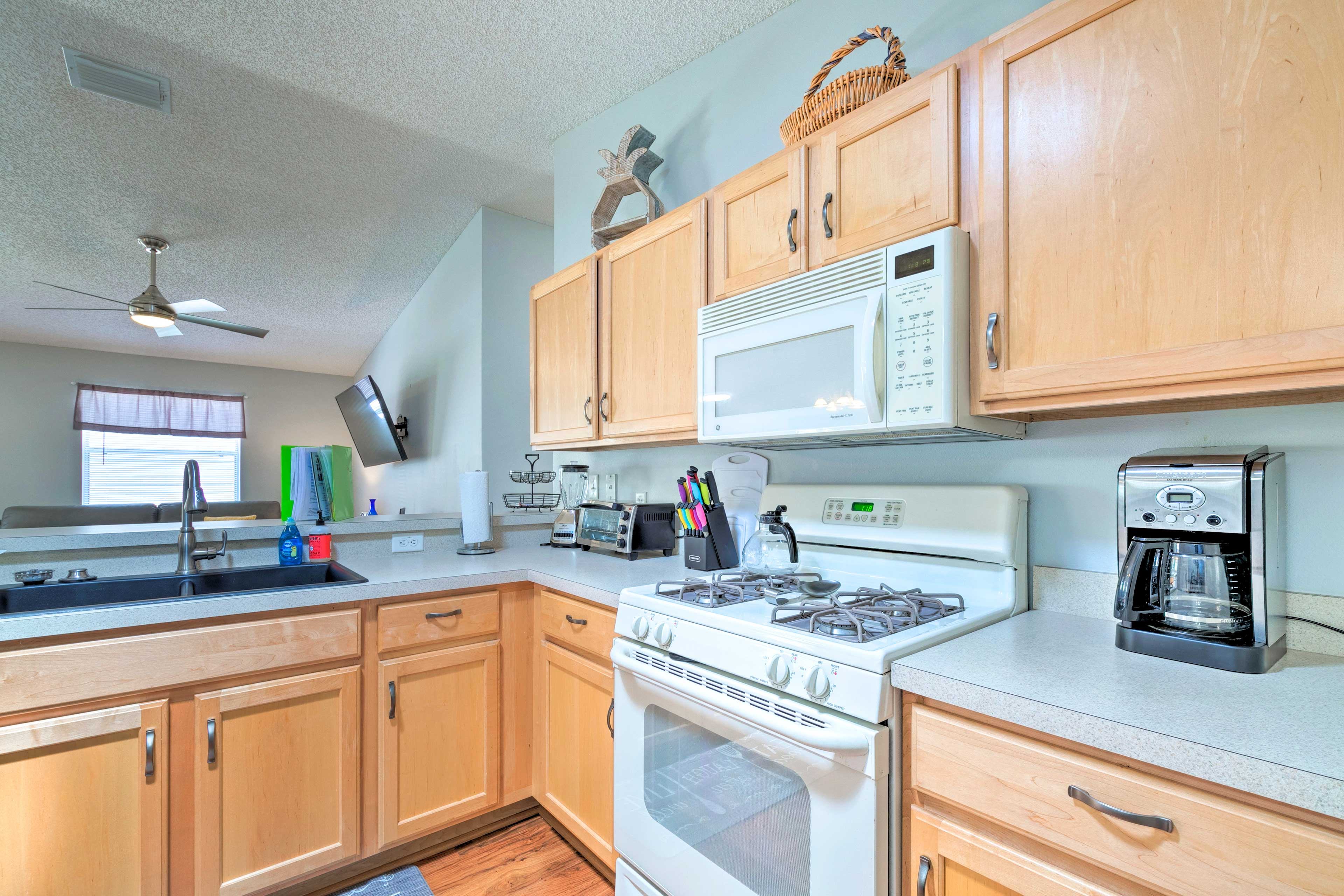The kitchen comes fully equipped with everything you need!