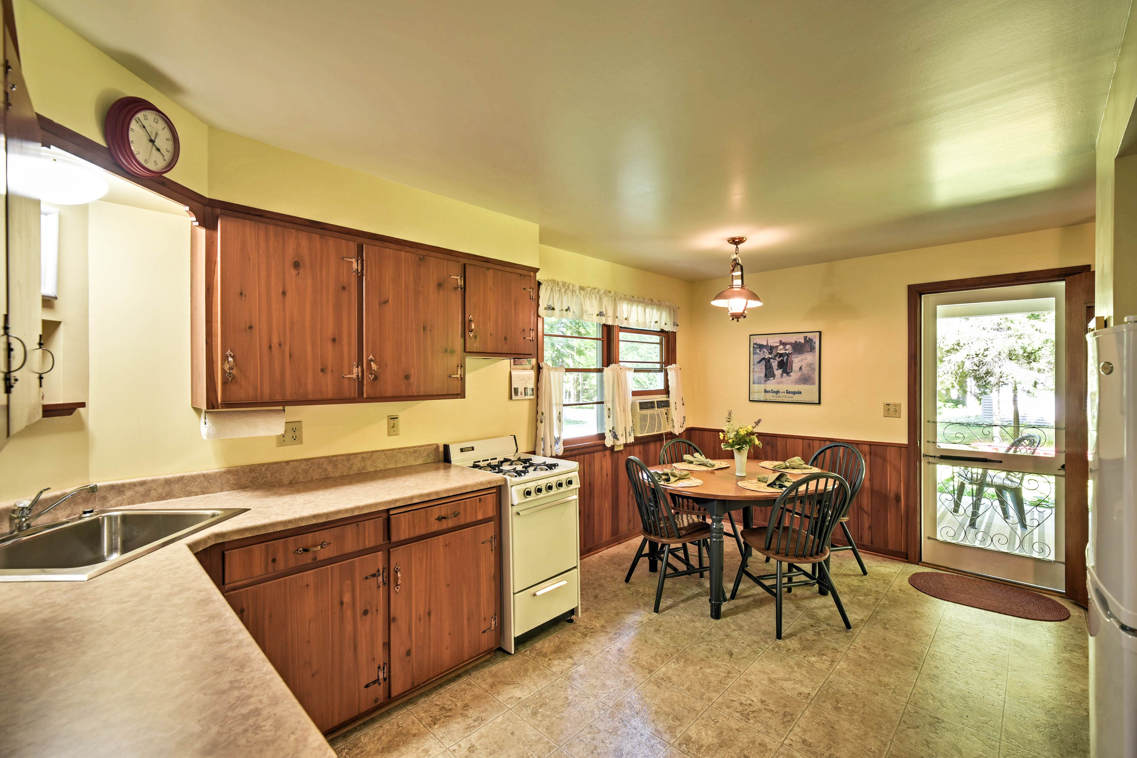 There's even a cozy breakfast nook for at-home meals.