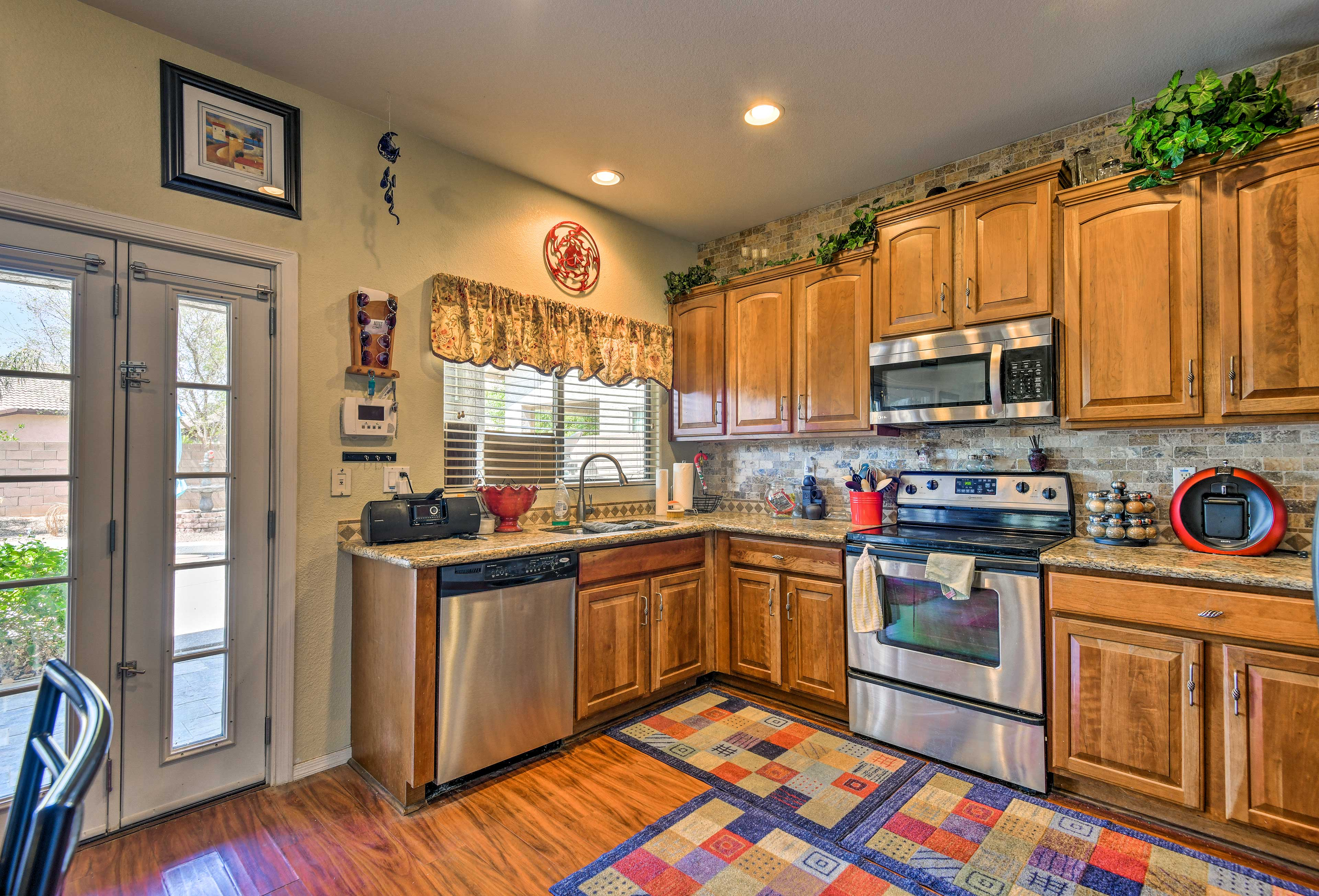 The stylish kitchen offers stainless steel appliances and granite countertops!