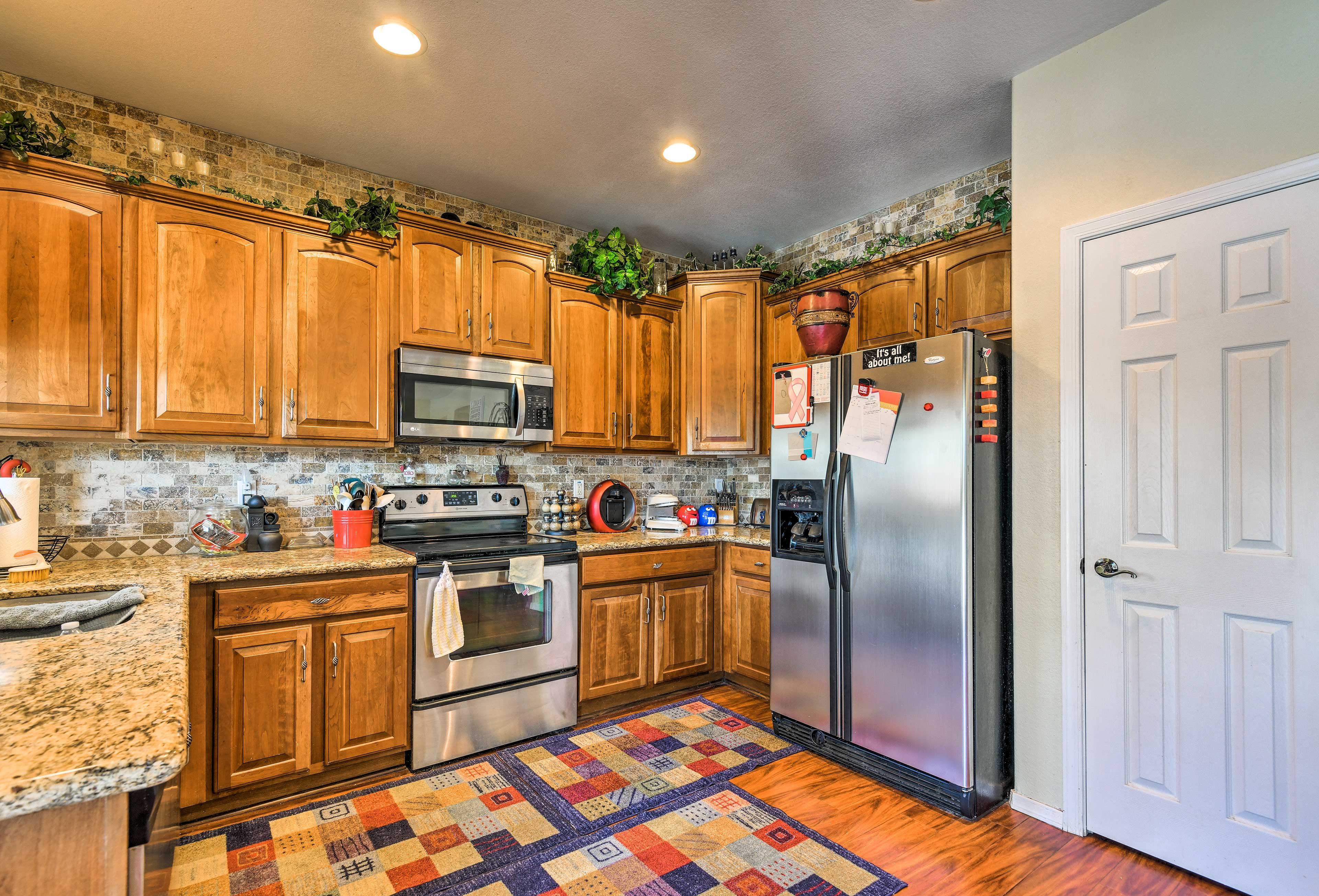 Whip up a mouthwatering meal in the fully equipped kitchen!