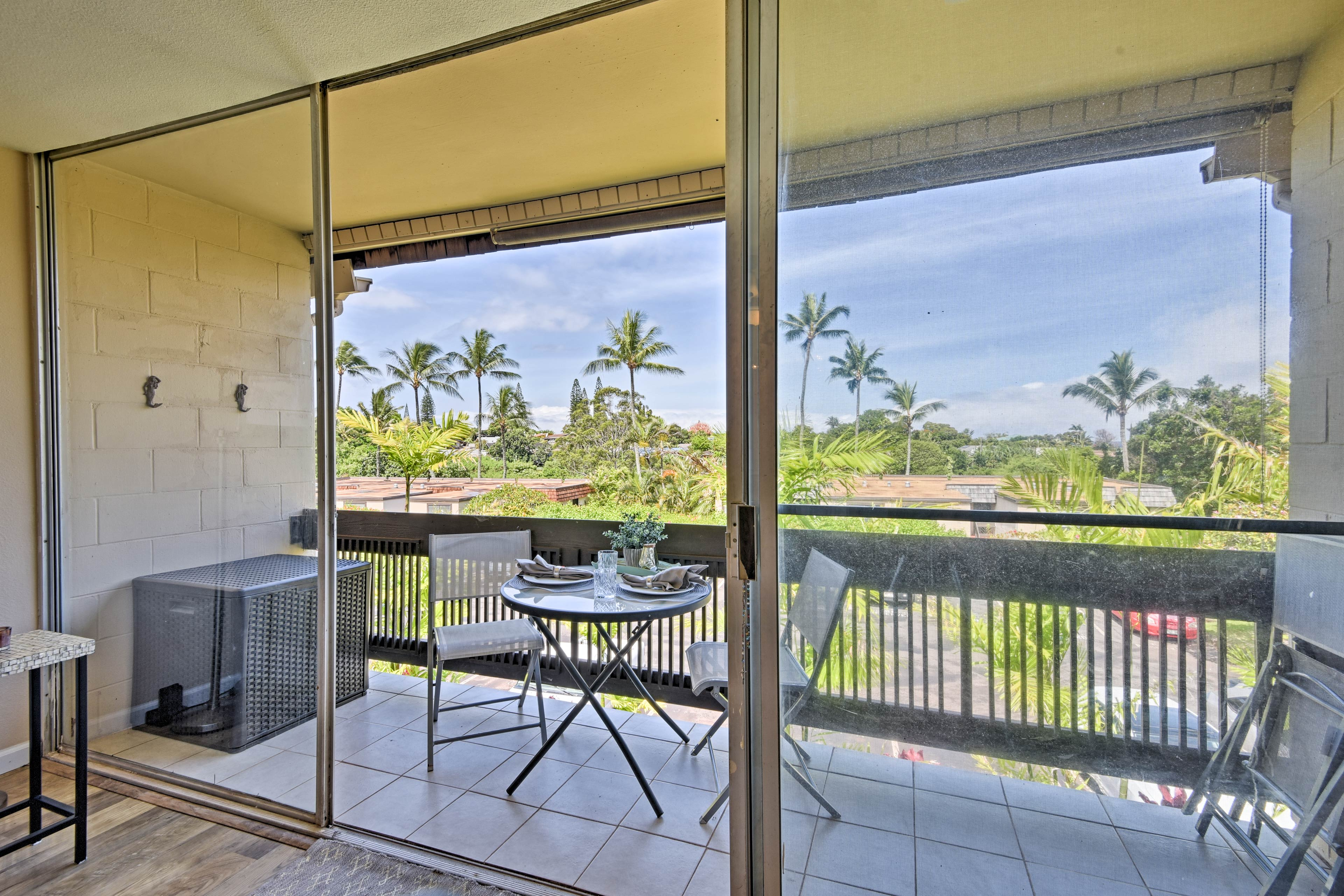 This breezy abode is just 0.5 miles from Napili Bay!