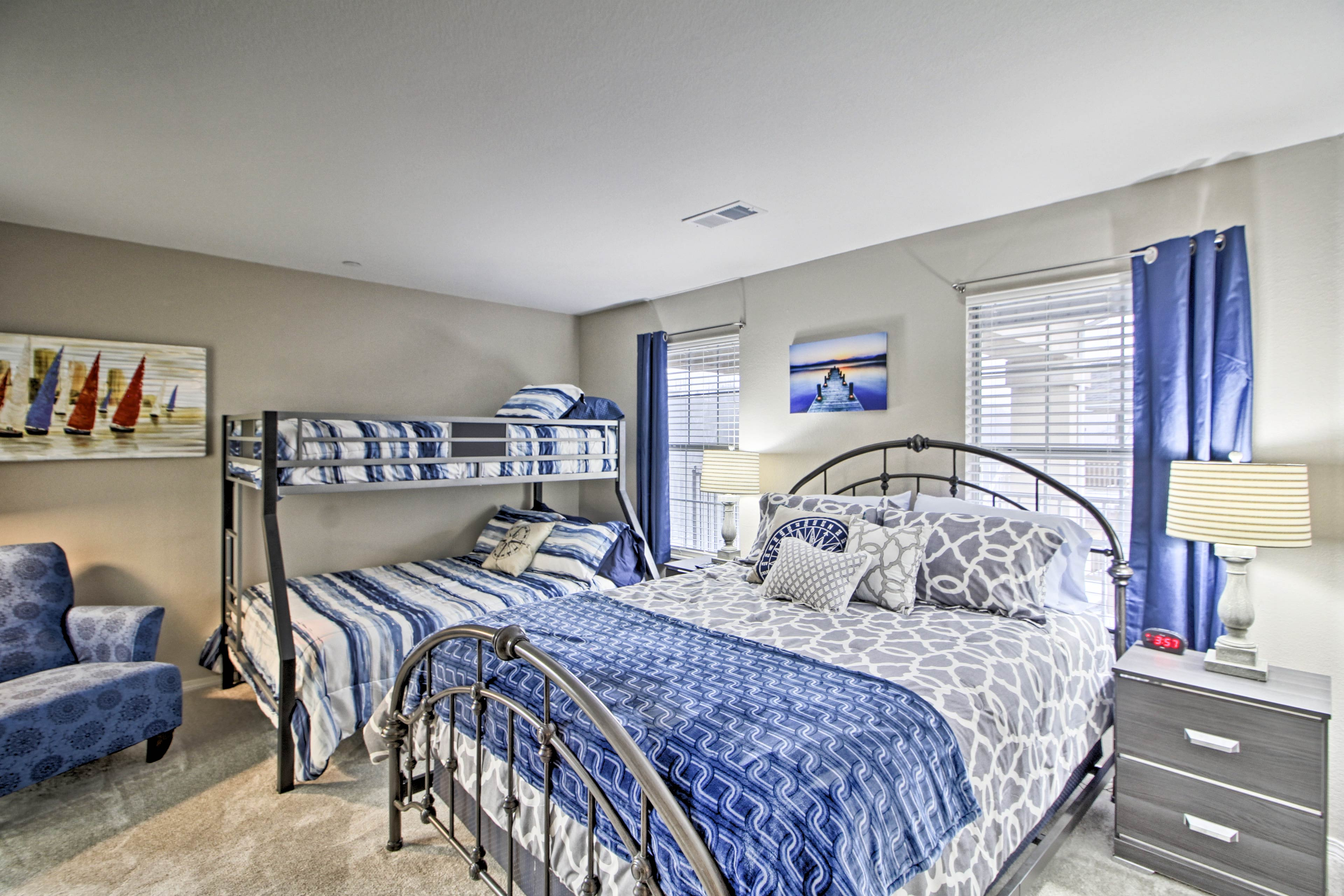 Up to 5 can snooze in the spacious second bedroom!
