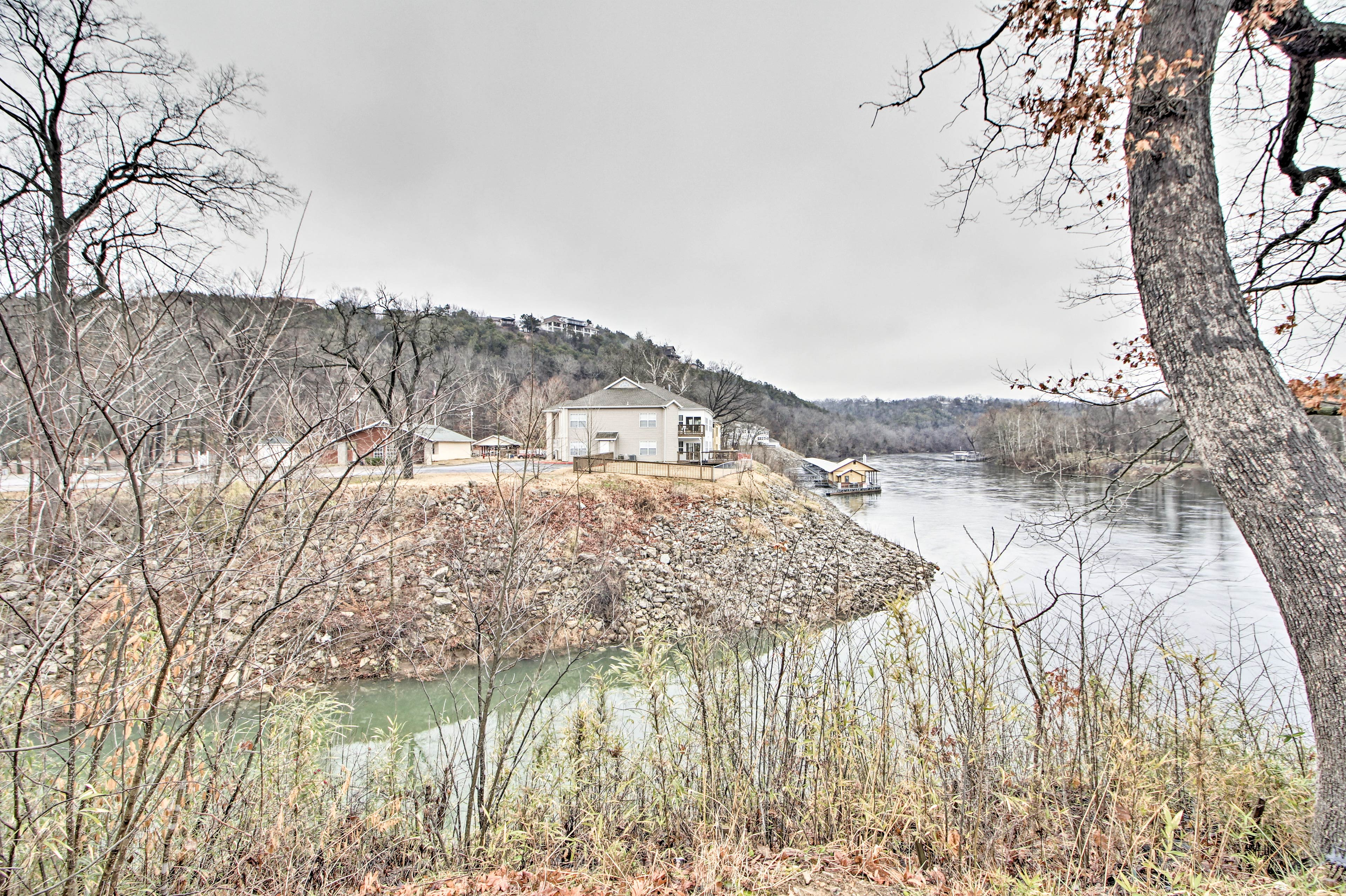 The house is situated right on Lake Taneycomo.