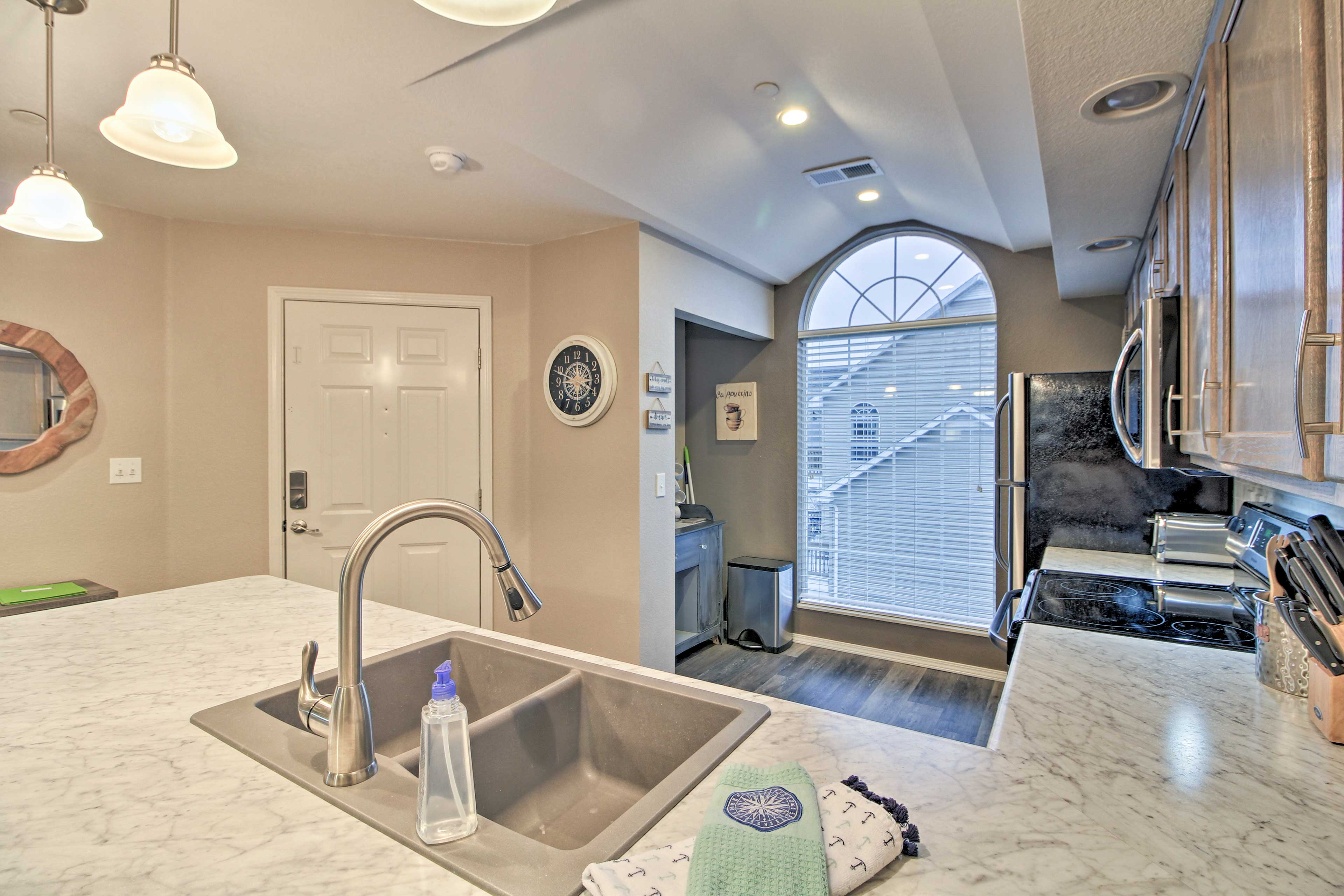Cooking will be easy & fun in this brand new upscale ktichen.