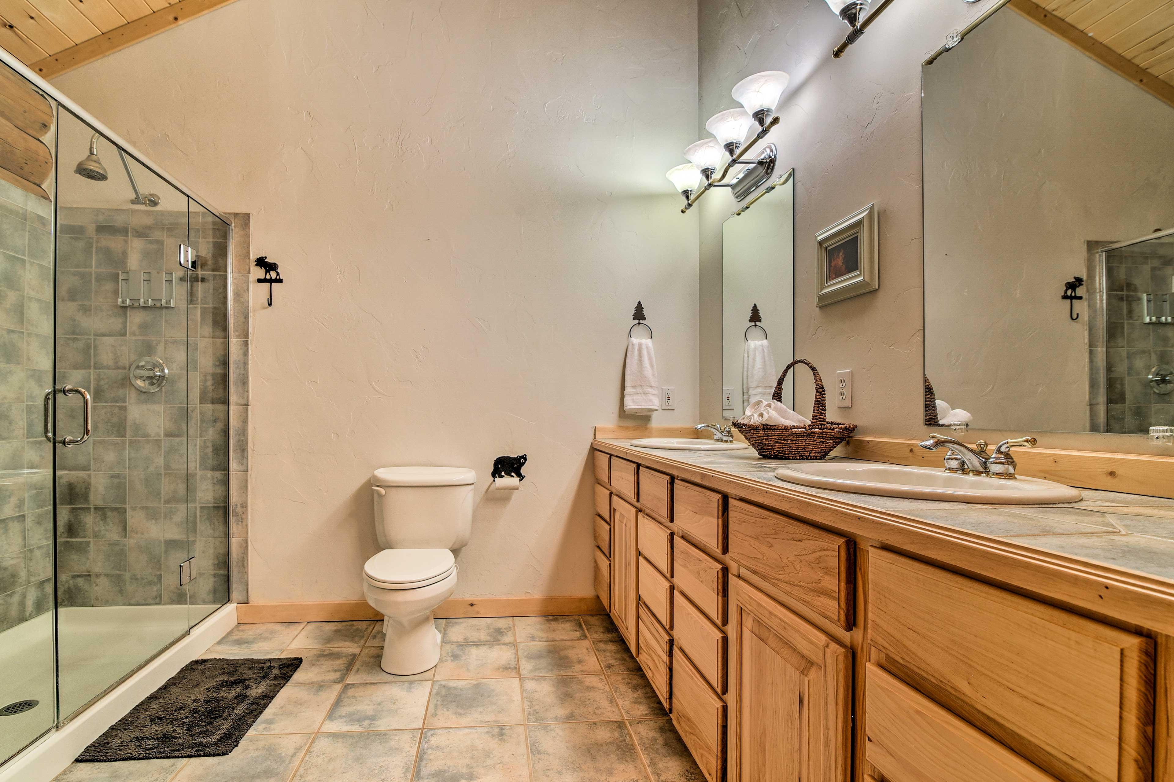 The en-suite bathroom is a full.
