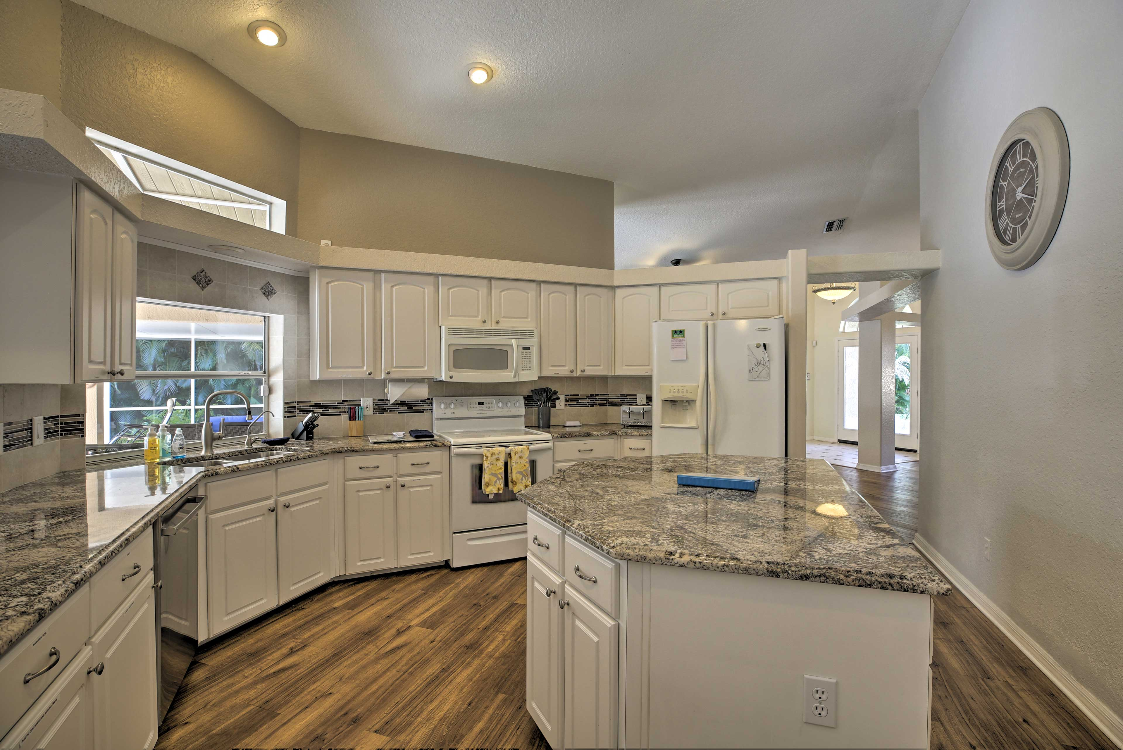 Fully Equipped Kitchen | Dishwasher | Tile Backsplash
