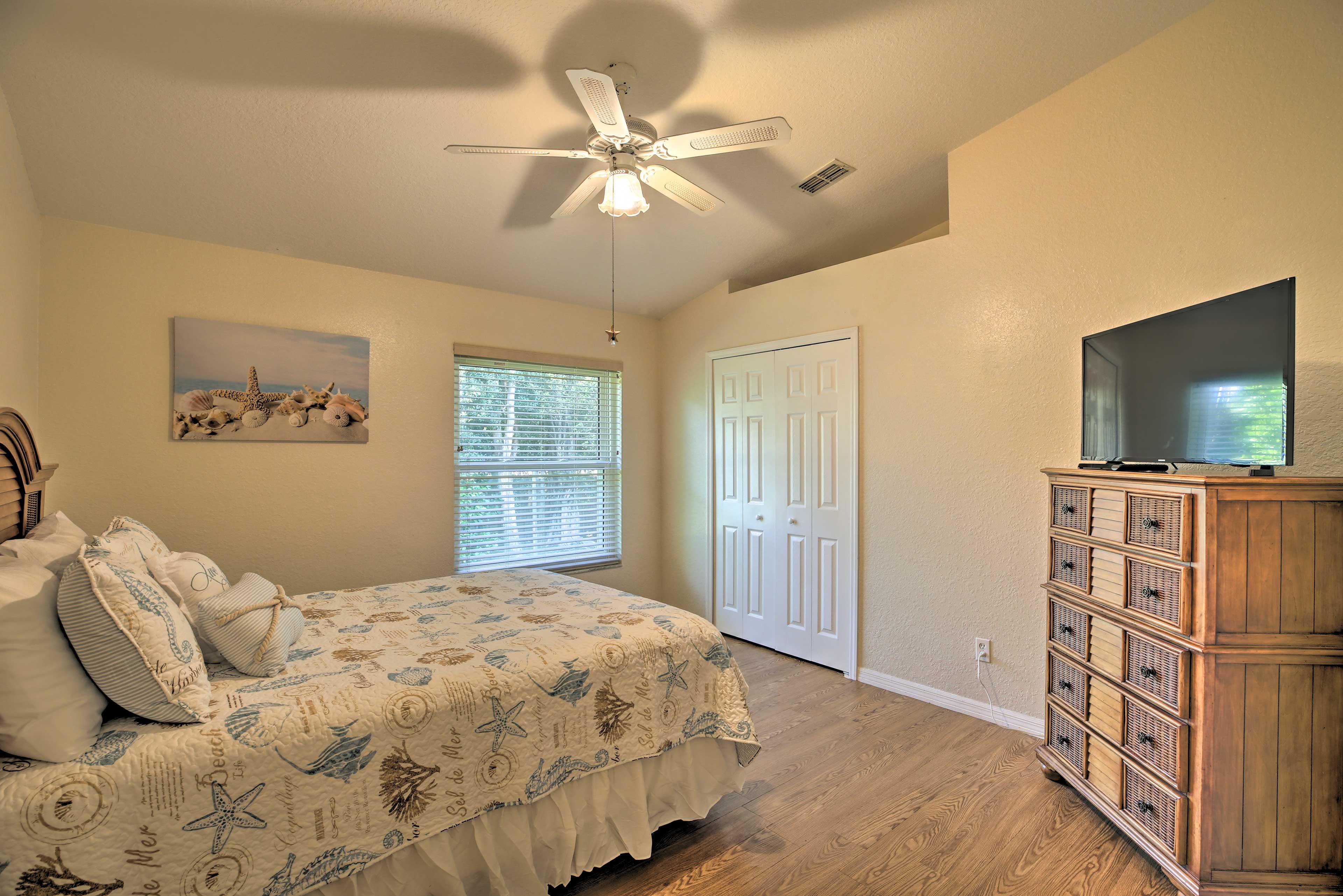 Bedroom 4 | Queen Bed | Ceiling Fan