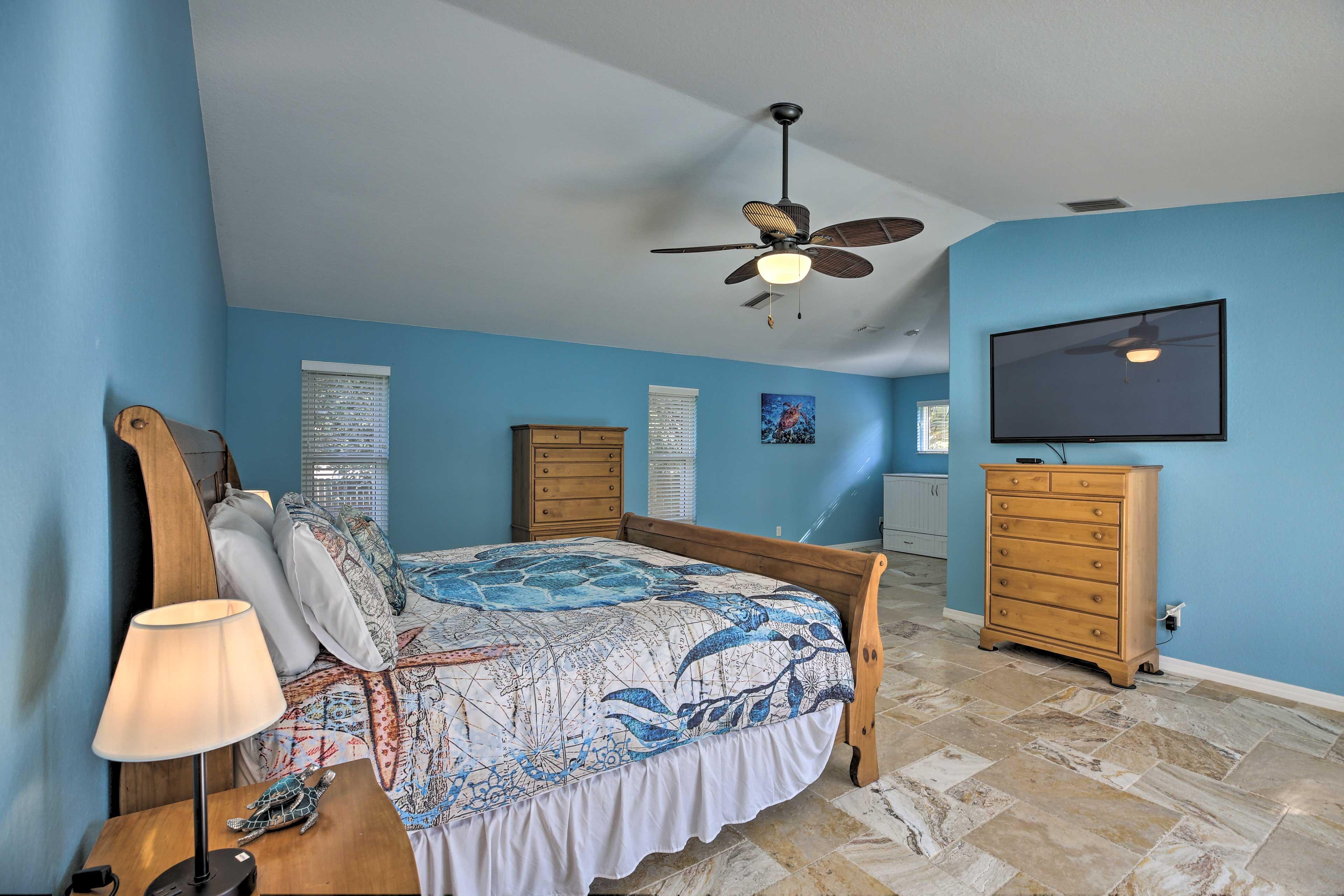 Master Bedroom 2 | Ceiling Fan | Linens Provided | Smart TV