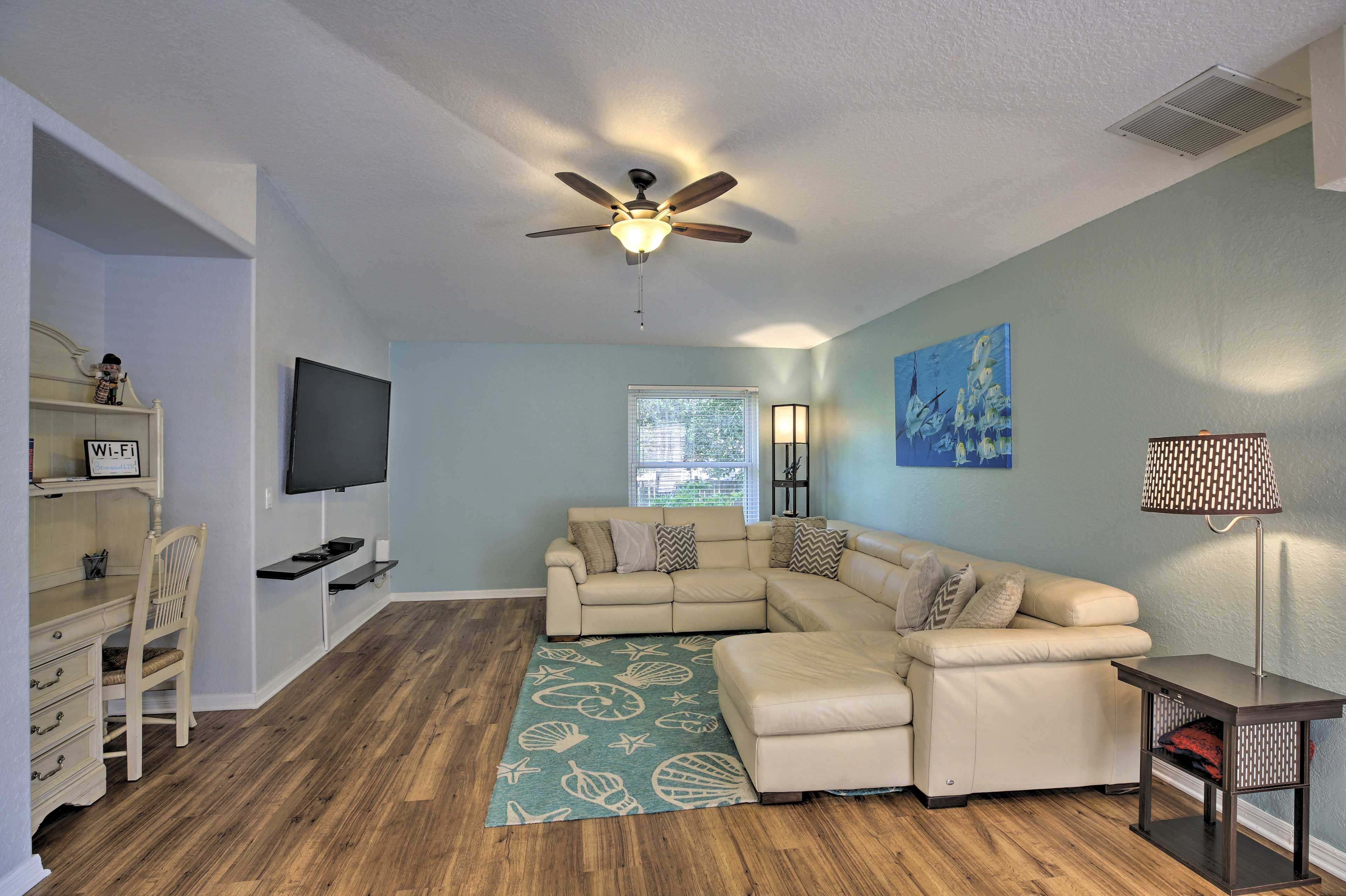 Living Room | Cable TV | Ceiling Fan
