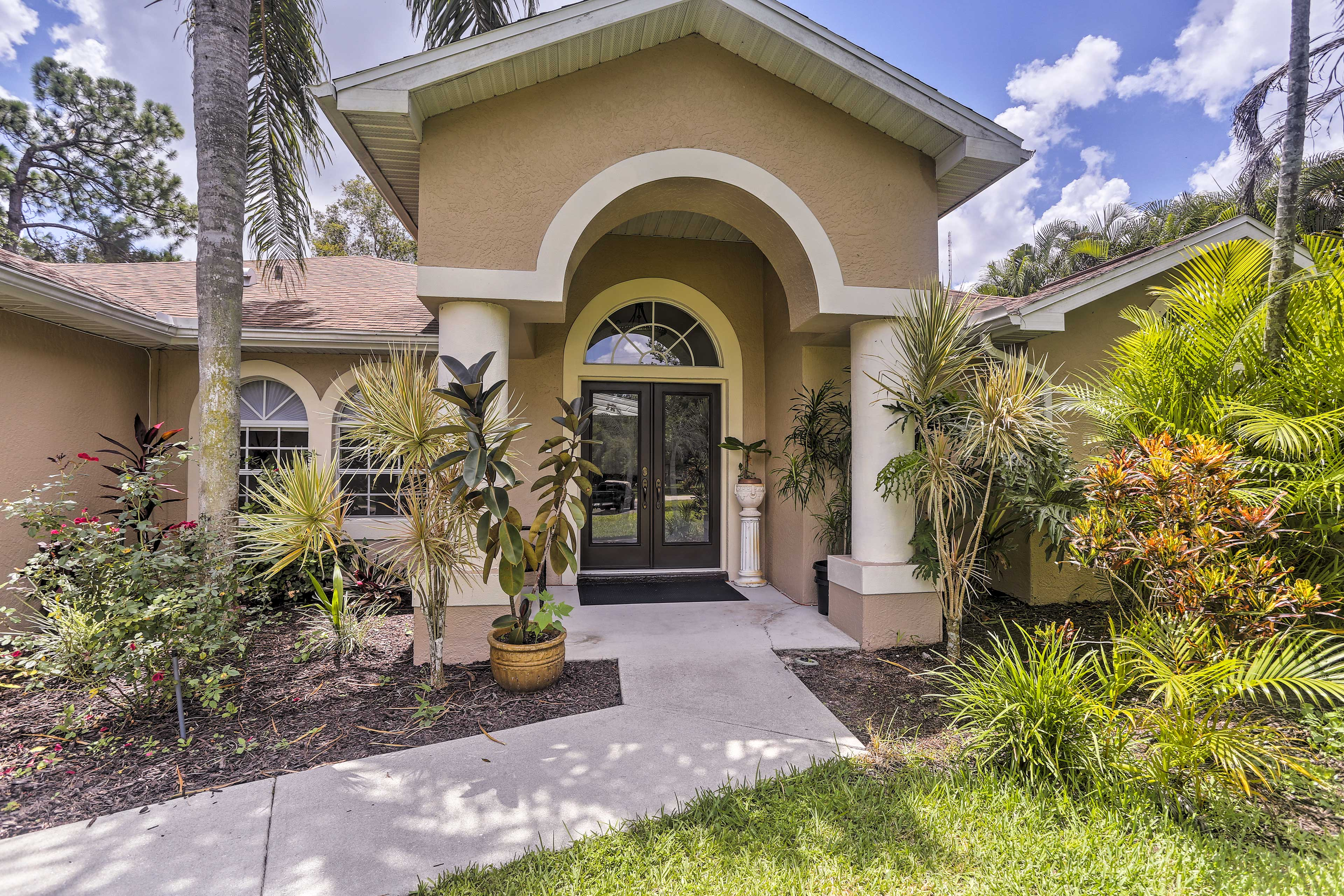 Fort Myers Vacation Rental | 4BD | 3BA | 2,730 Sq Ft | No Steps to Access