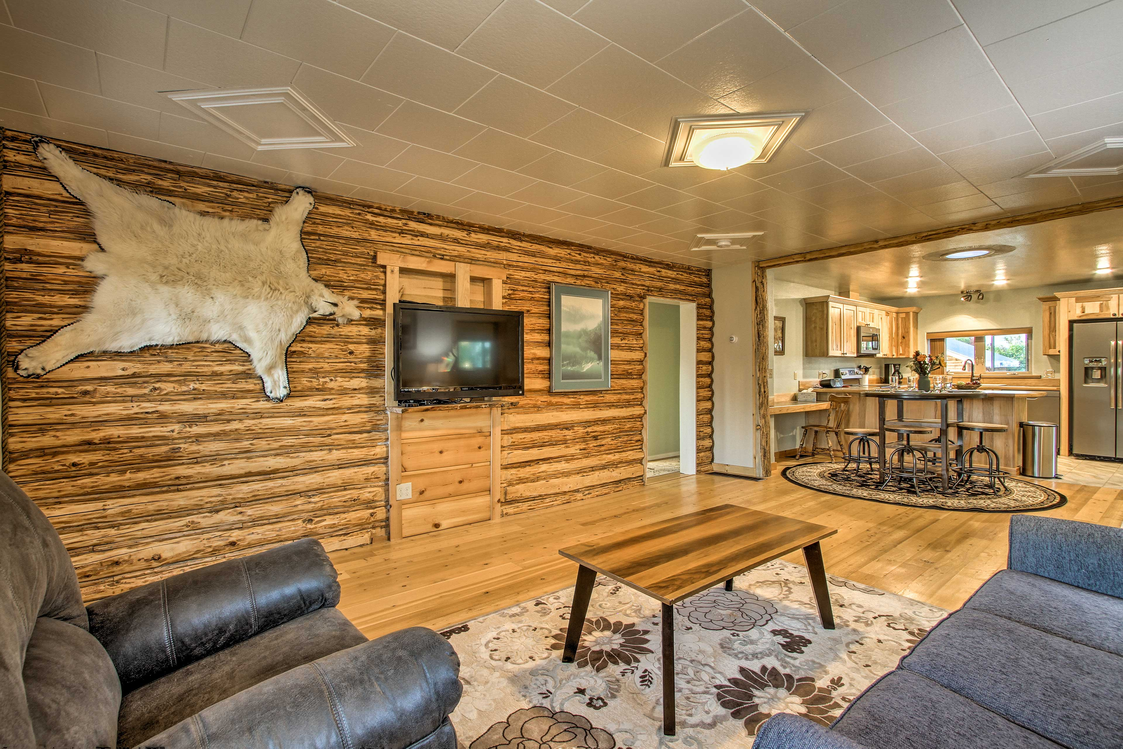 Relax with your crew of 6 and enjoy the rustic interior.