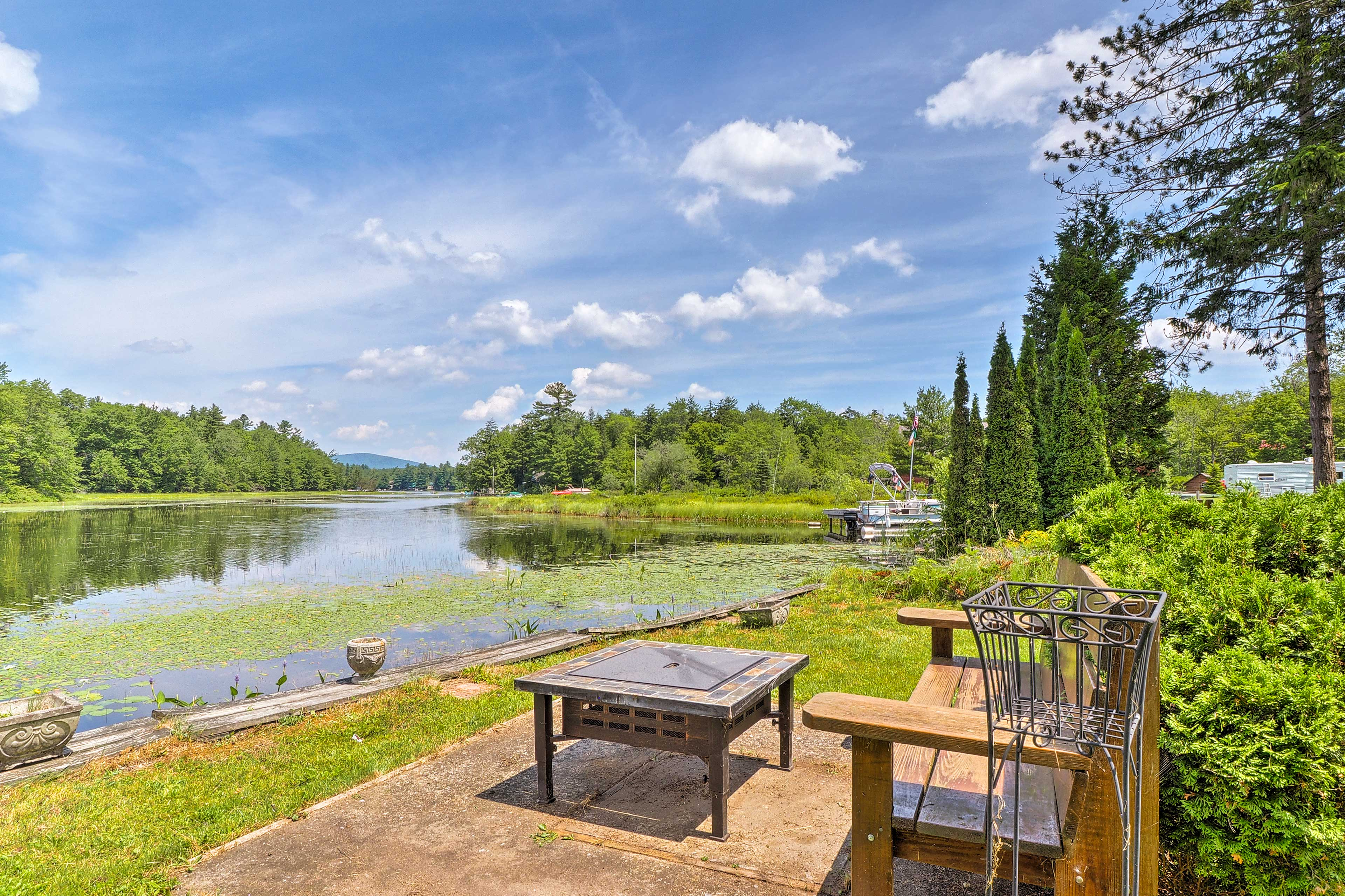 This lakefront property is perfect for 8, featuring 2 bedrooms and 1 bathroom.