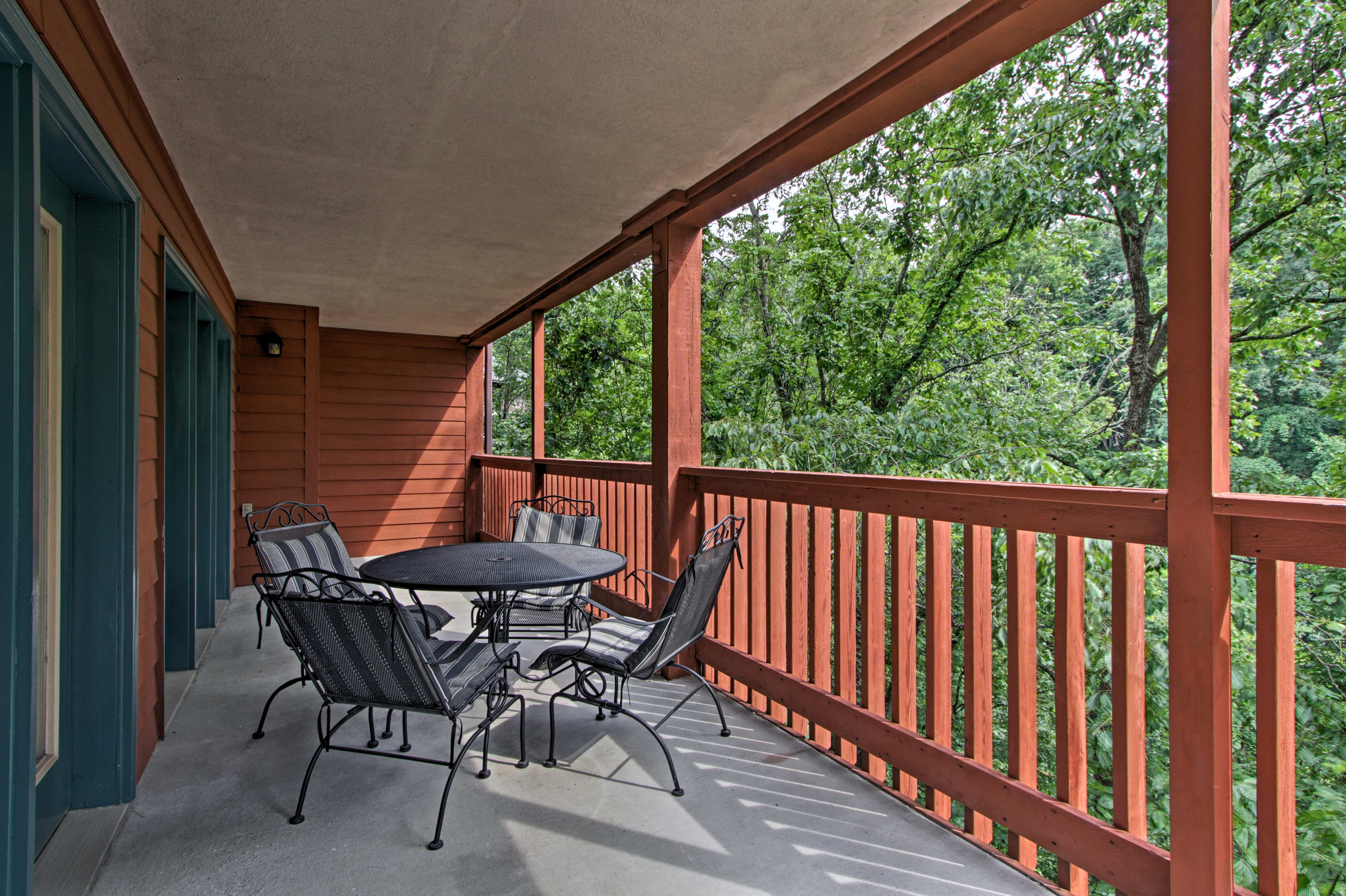 Relish your time spent together outside playing cards and sipping beverages.
