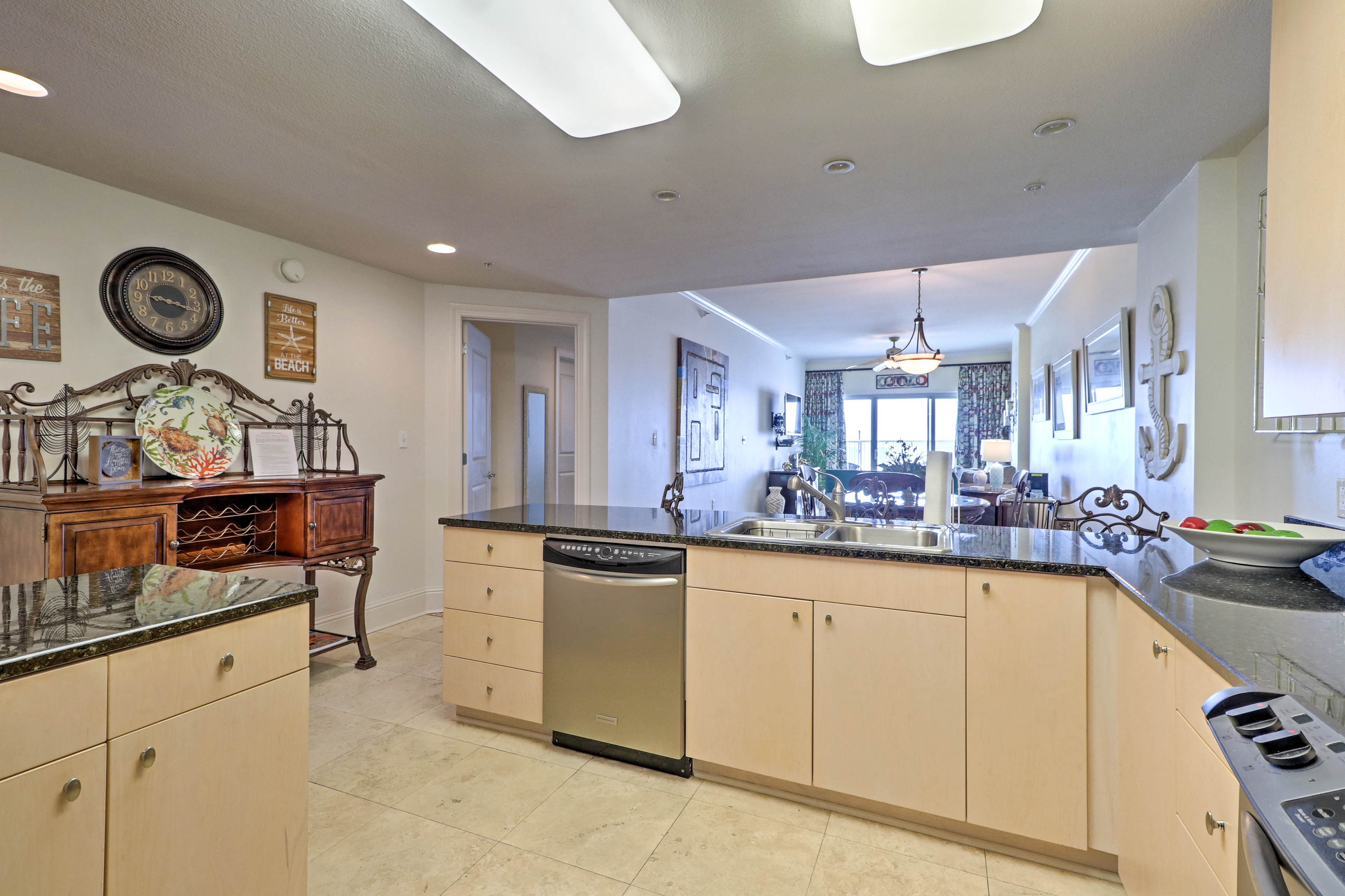 Stainless steel appliances & granite countertops create an enjoyable experience.