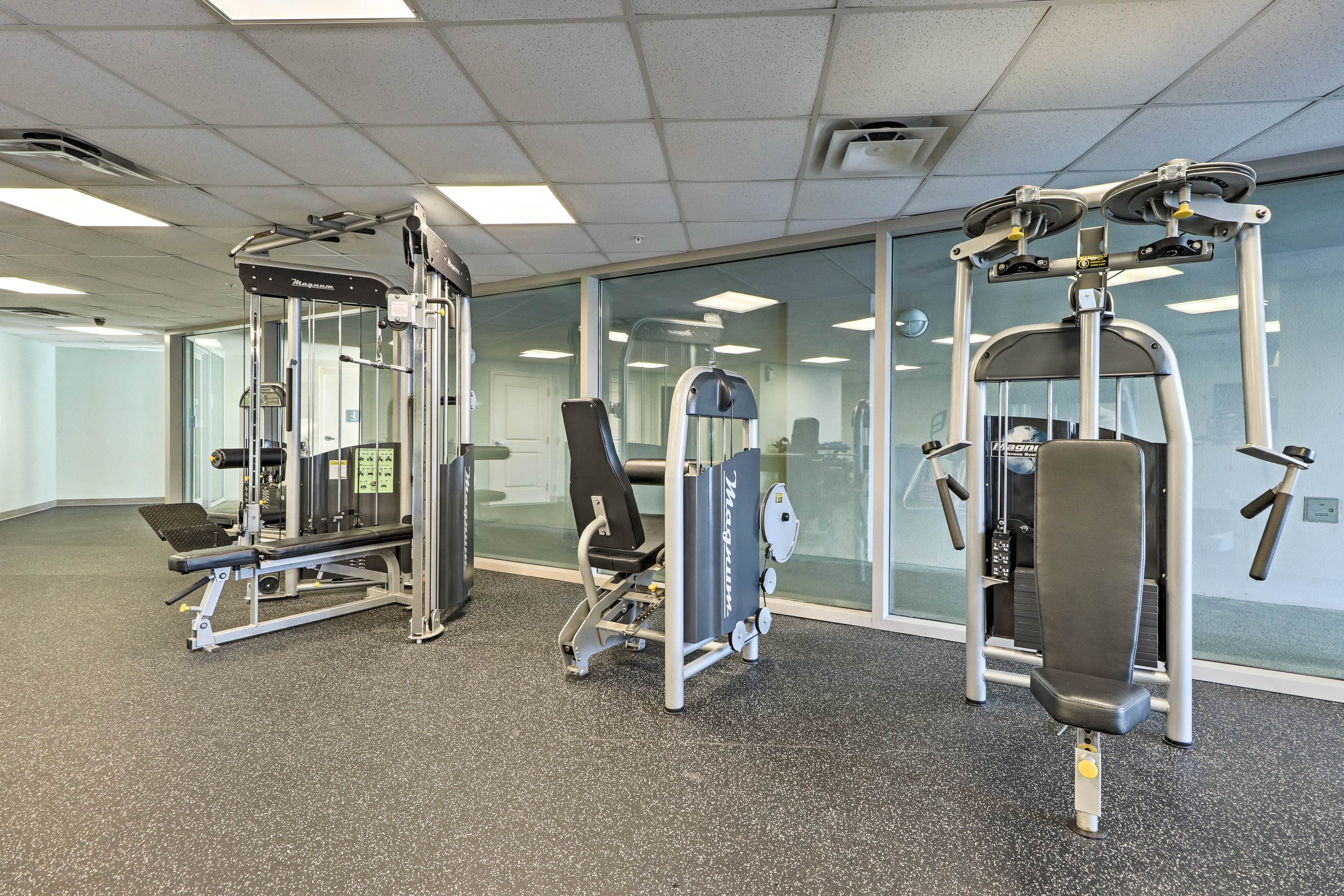 The Seabreeze Condominiums feature a fitness room and sauna.