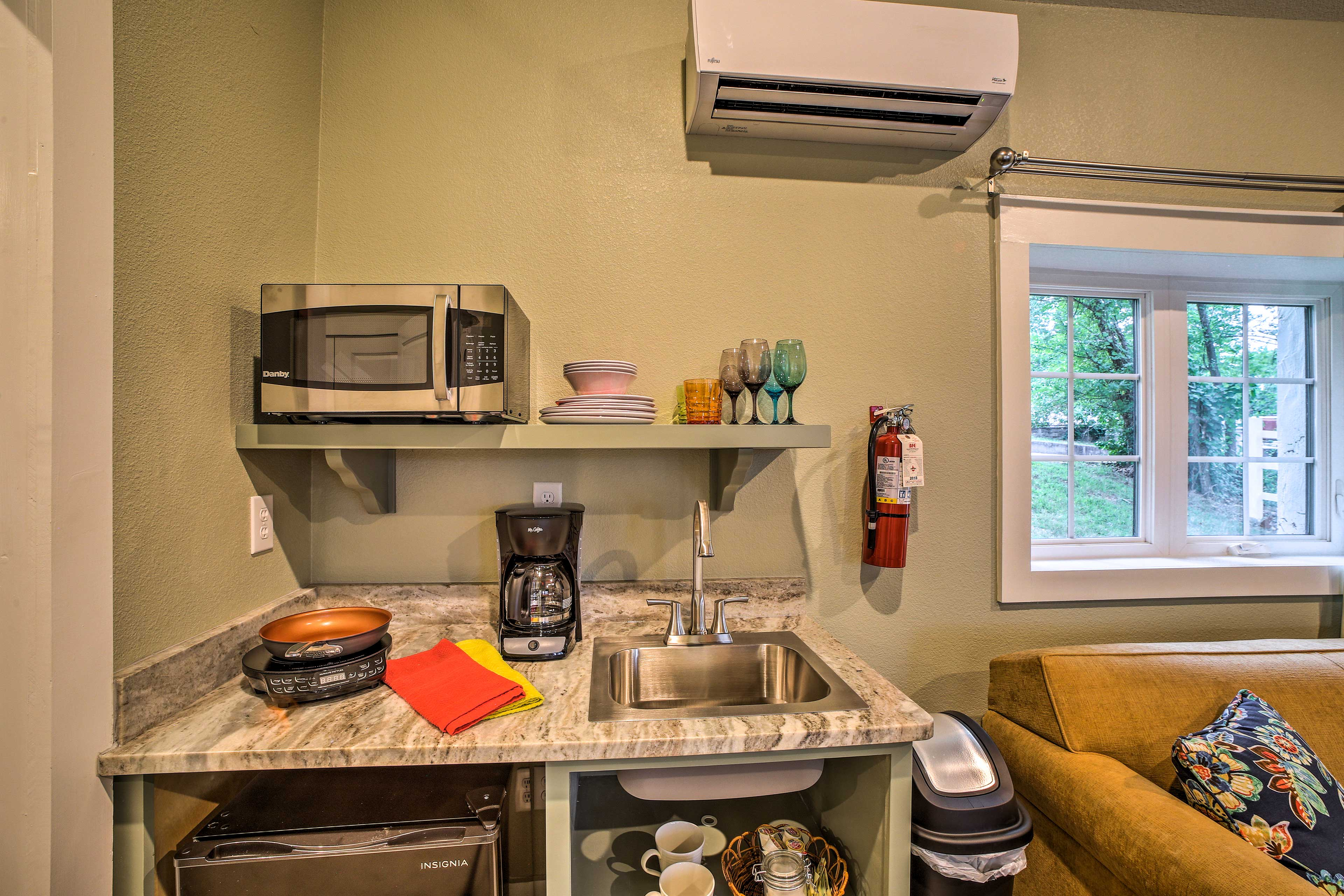 Cook up breakfast in the well-equipped kitchenette.